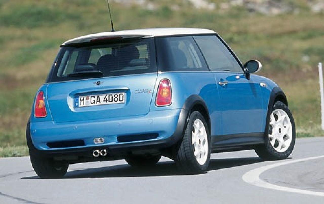 2004 mini cooper information and photos zombiedrive. Black Bedroom Furniture Sets. Home Design Ideas