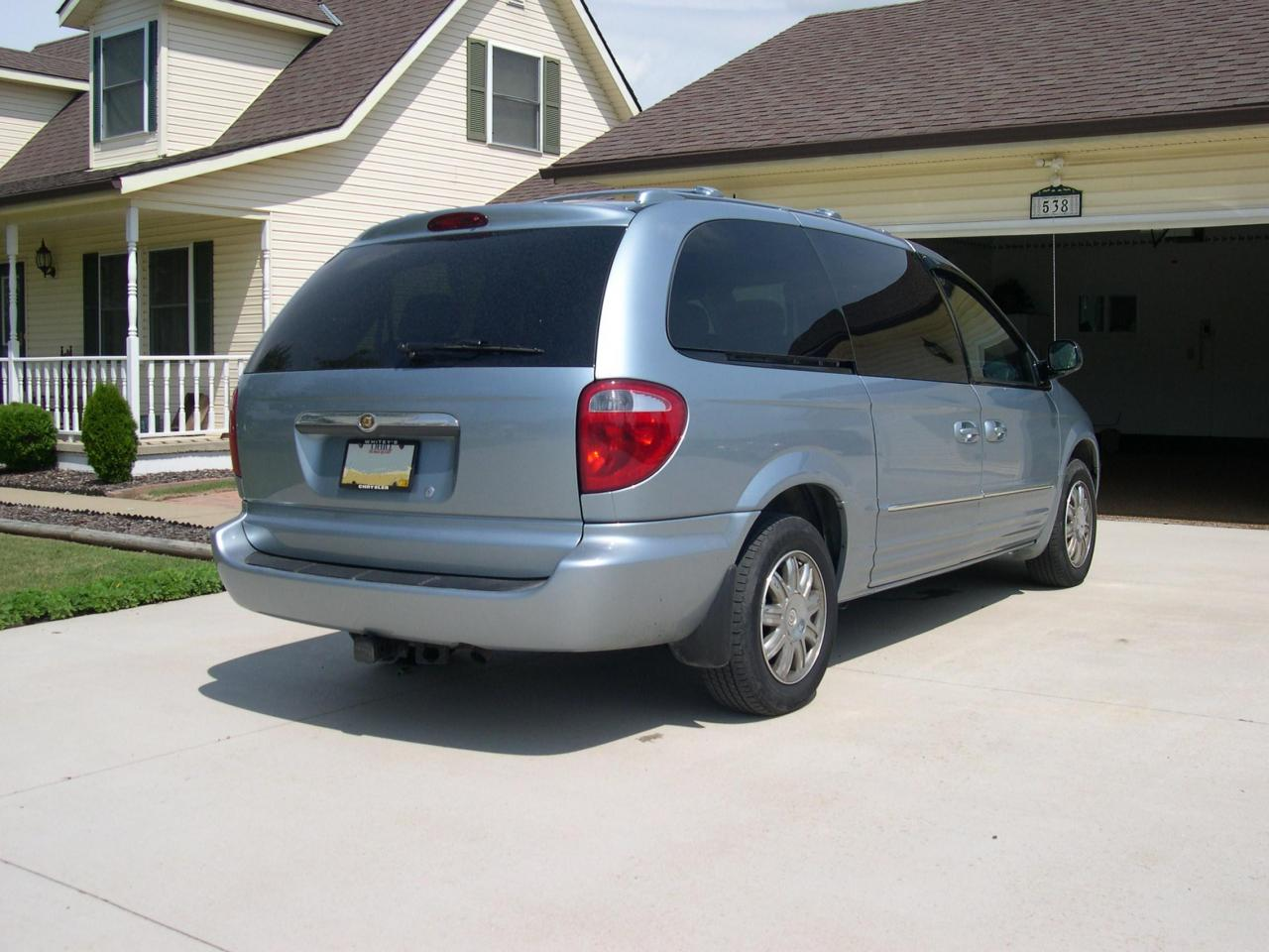 2005 chrysler town and country information and photos zombiedrive. Black Bedroom Furniture Sets. Home Design Ideas