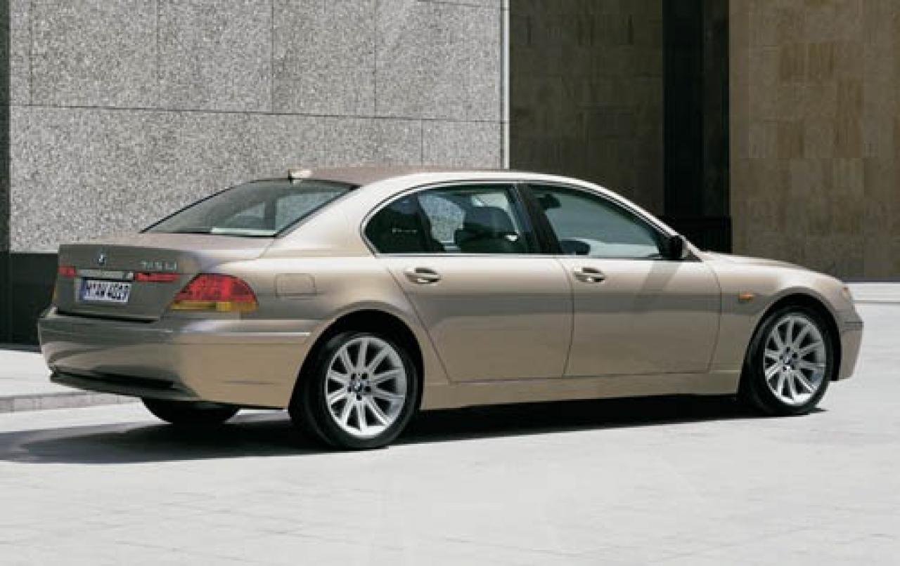2005 bmw 7 series information and photos zombiedrive. Black Bedroom Furniture Sets. Home Design Ideas
