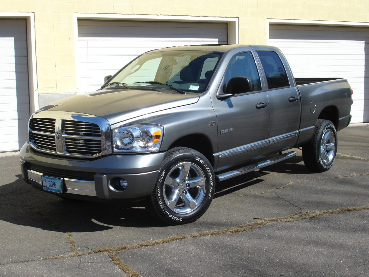2008 dodge ram pickup 1500 information and photos zombiedrive. Black Bedroom Furniture Sets. Home Design Ideas