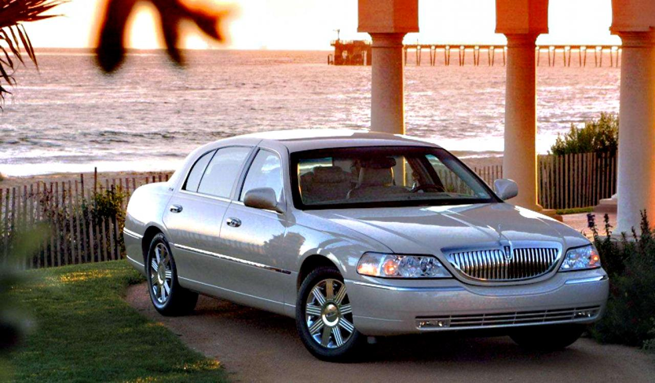 2009 lincoln town car information and photos zombiedrive. Black Bedroom Furniture Sets. Home Design Ideas