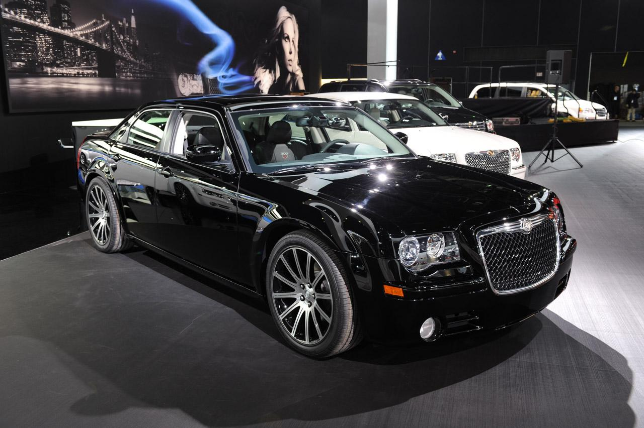 2010 chrysler 300 information and photos zombiedrive. Black Bedroom Furniture Sets. Home Design Ideas