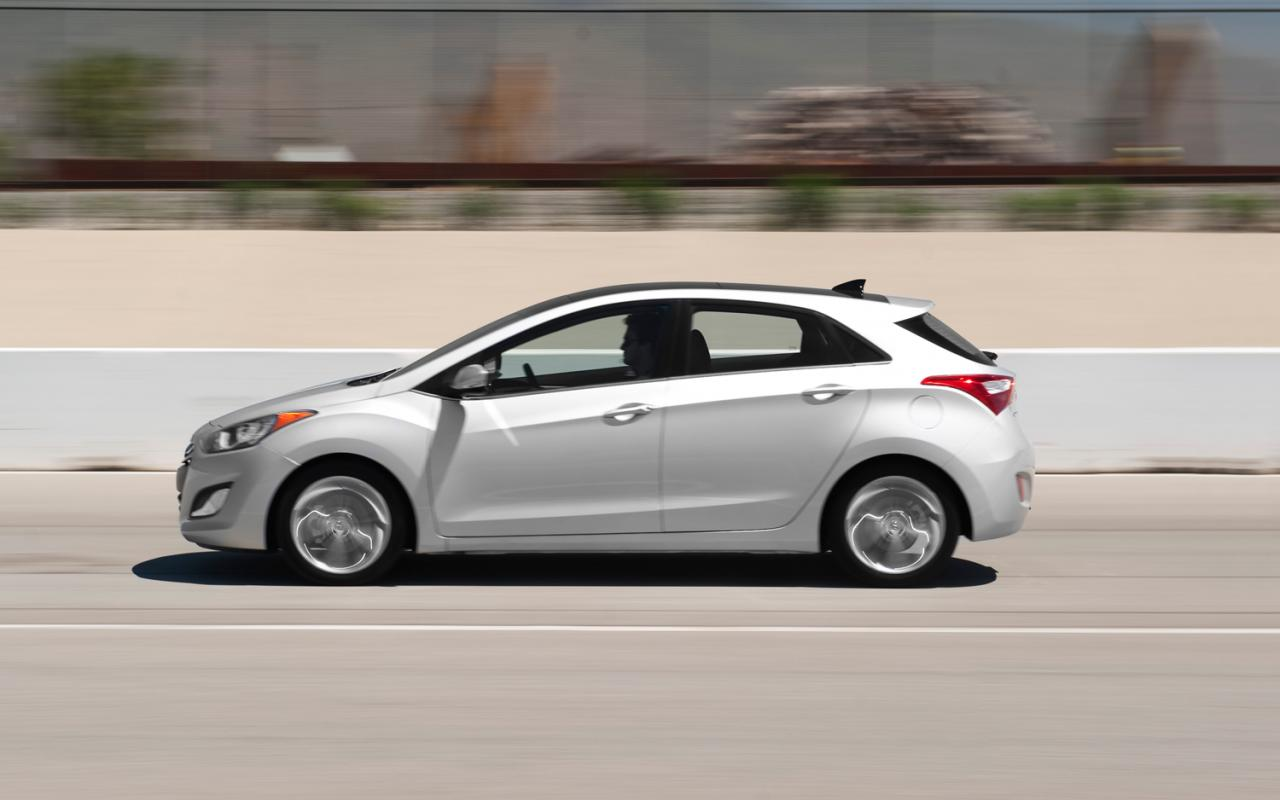 2014 hyundai elantra gt information and photos zombiedrive. Black Bedroom Furniture Sets. Home Design Ideas