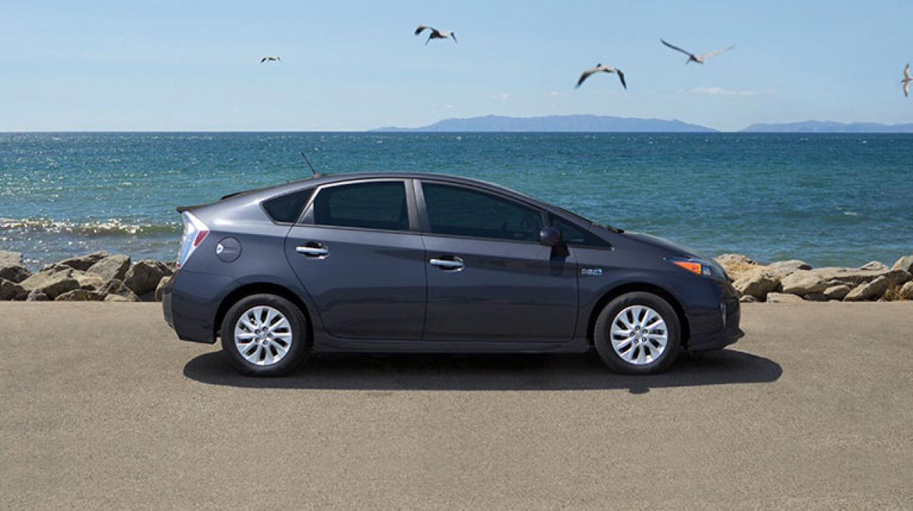 2015 toyota prius plug in information and photos zombiedrive. Black Bedroom Furniture Sets. Home Design Ideas
