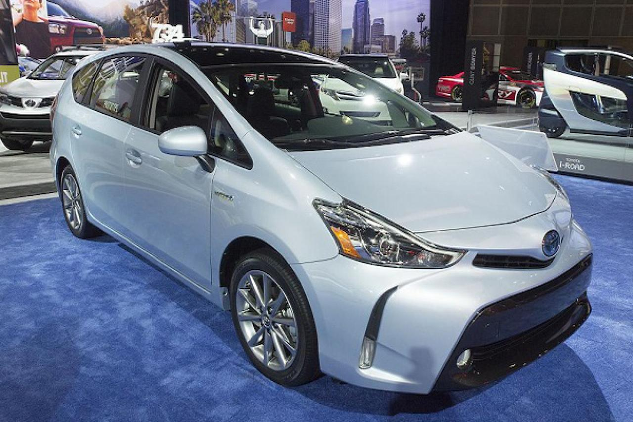 2015 toyota prius v information and photos zombiedrive. Black Bedroom Furniture Sets. Home Design Ideas