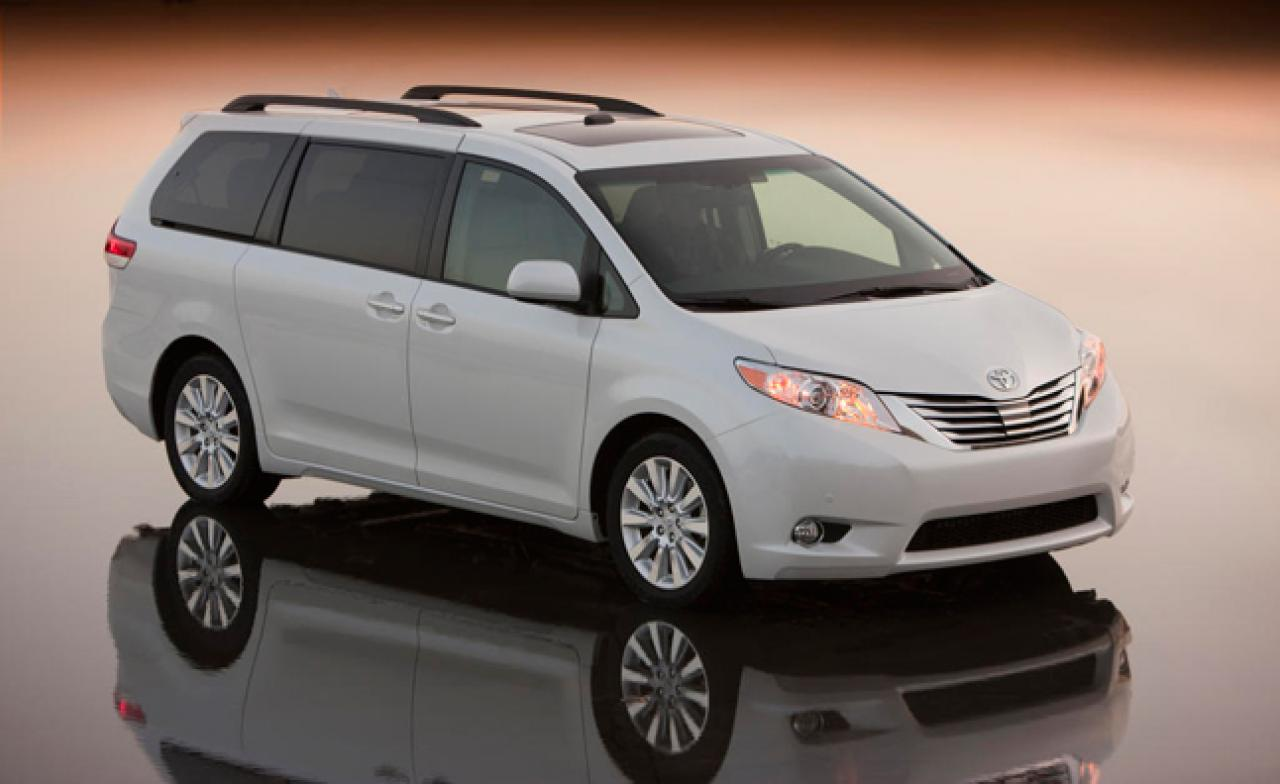 2015 toyota sienna information and photos zombiedrive. Black Bedroom Furniture Sets. Home Design Ideas