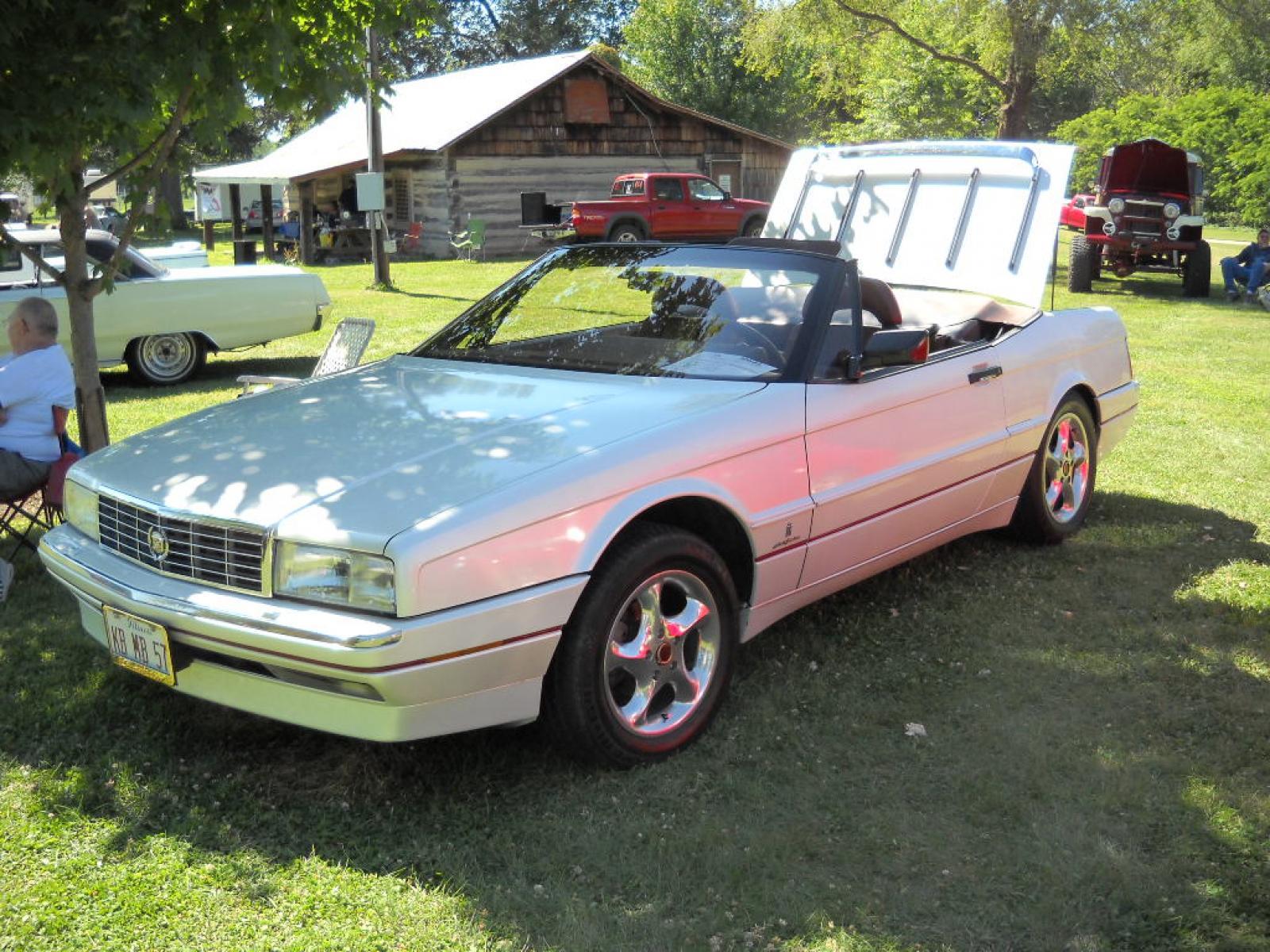 1990 Cadillac Allante - Information and photos - ZombieDrive