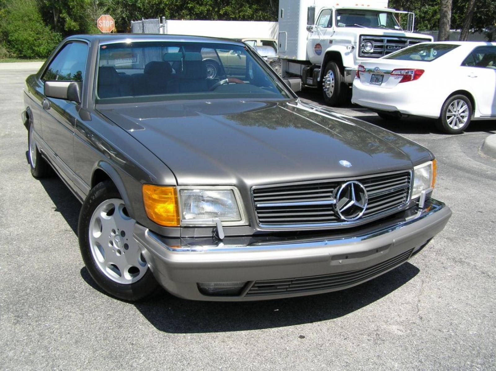 1990 mercedes benz 560 class information and photos for Mercedes benz 560