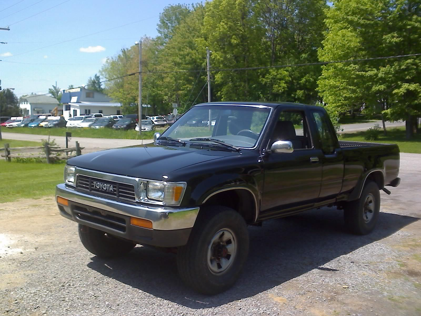 1990 Toyota Pickup - Information And Photos