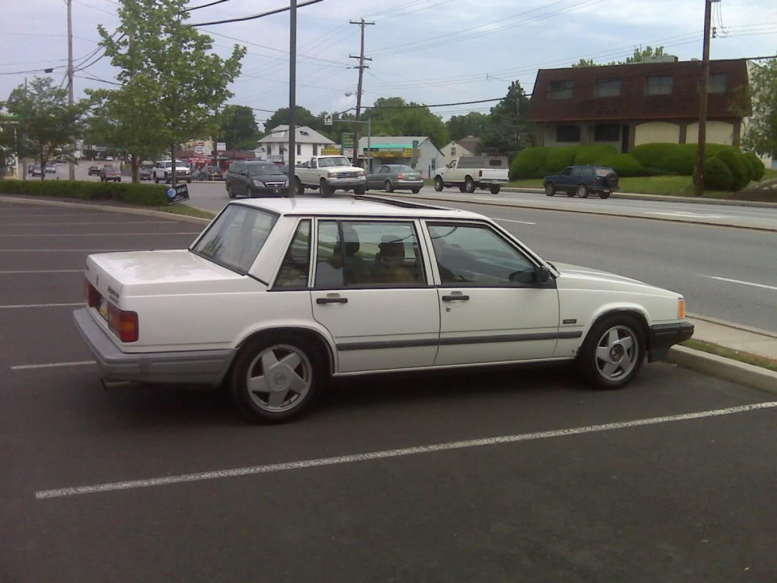 1990 Volvo 740 - Information and photos - Zomb Drive