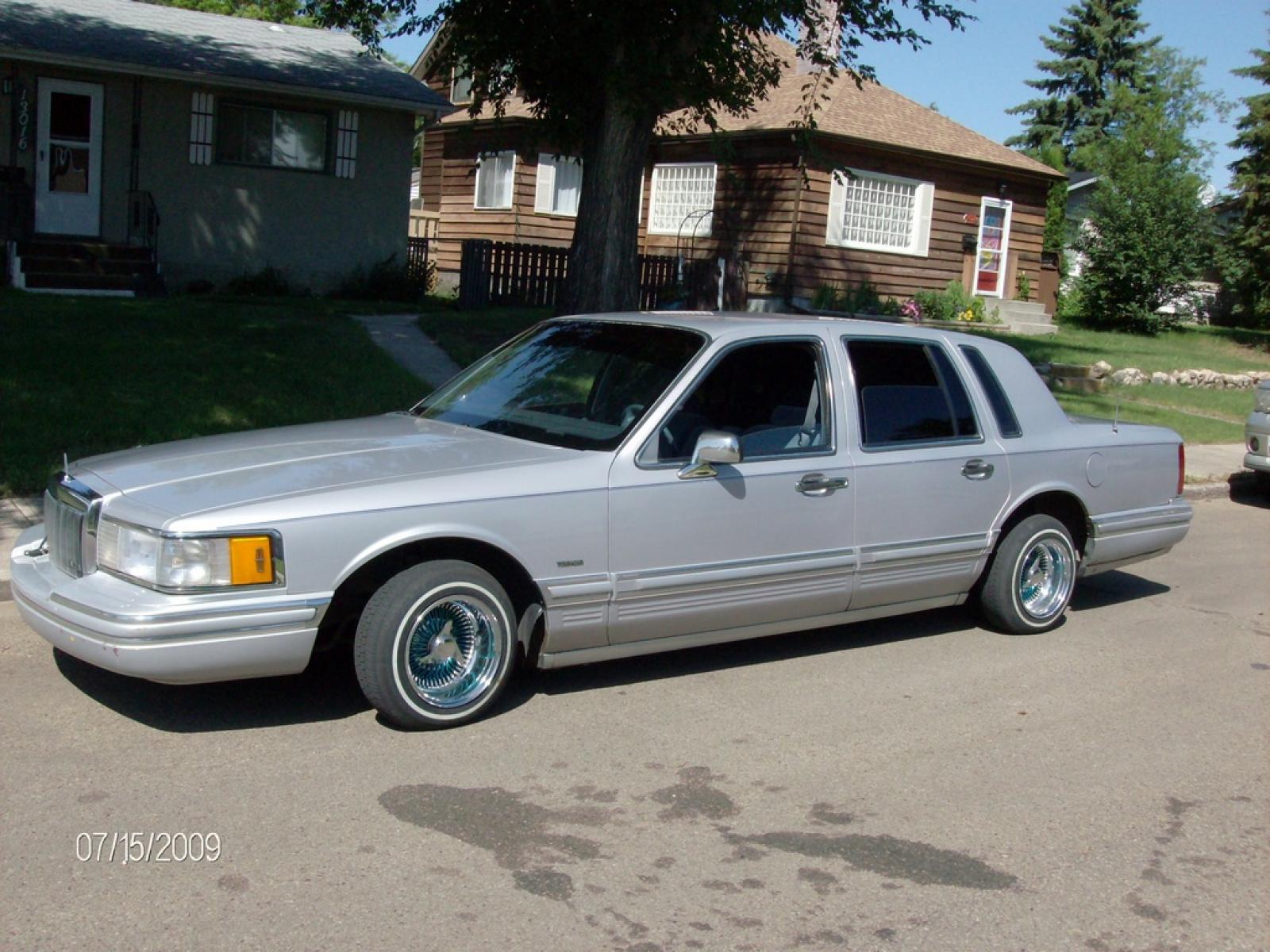 1991 Lincoln Town Car - Information and photos - ZombieDrive