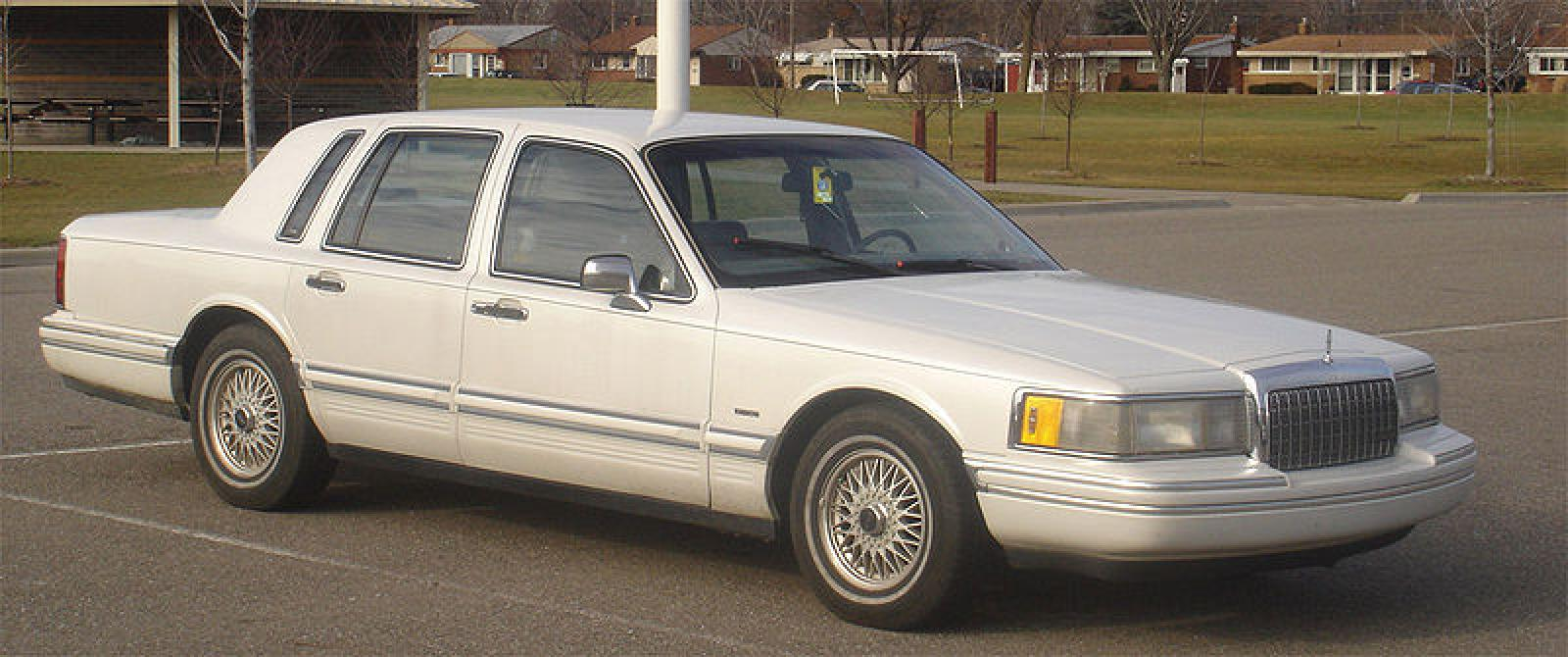 1992 Lincoln Continental - Information and photos - ZombieDrive