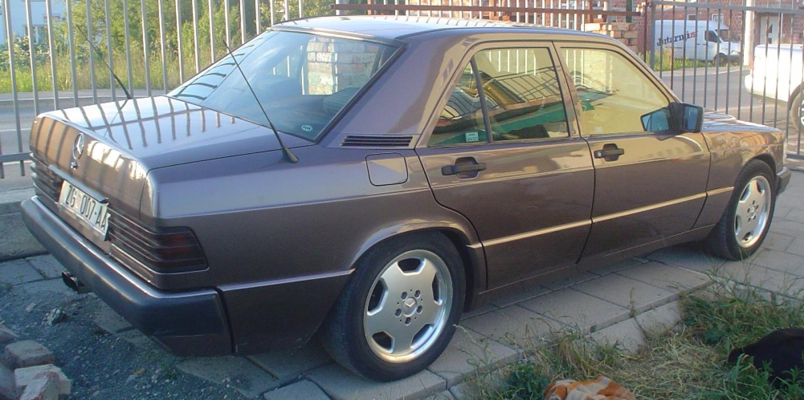 1992 mercedes benz 190 class information and photos for Mercedes benz 1992