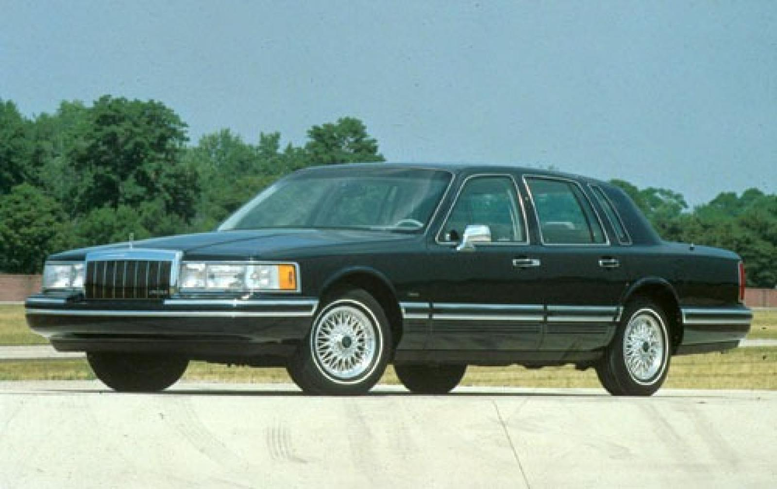 Lincoln Town Car Information And Photos Zombiedrive