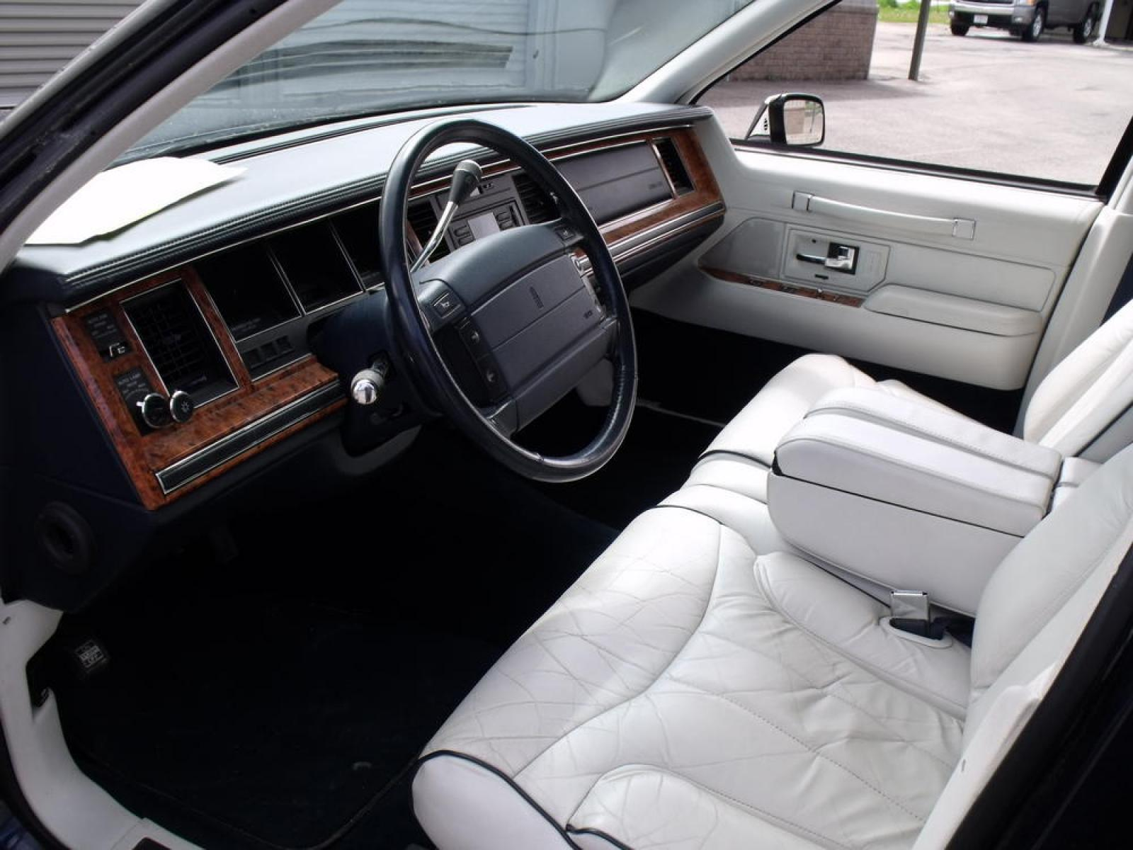 1993 Lincoln Town Car Information And Photos Zombiedrive