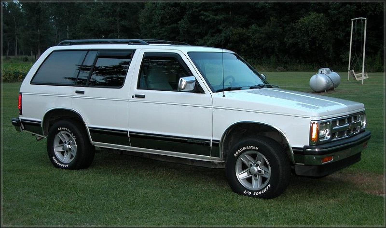 1994 Chevrolet Blazer Information And Photos Zombiedrive 2000 Chevy 2 Door Under Hood Fuse Box Diagram 800 1024 1280 1600 Origin