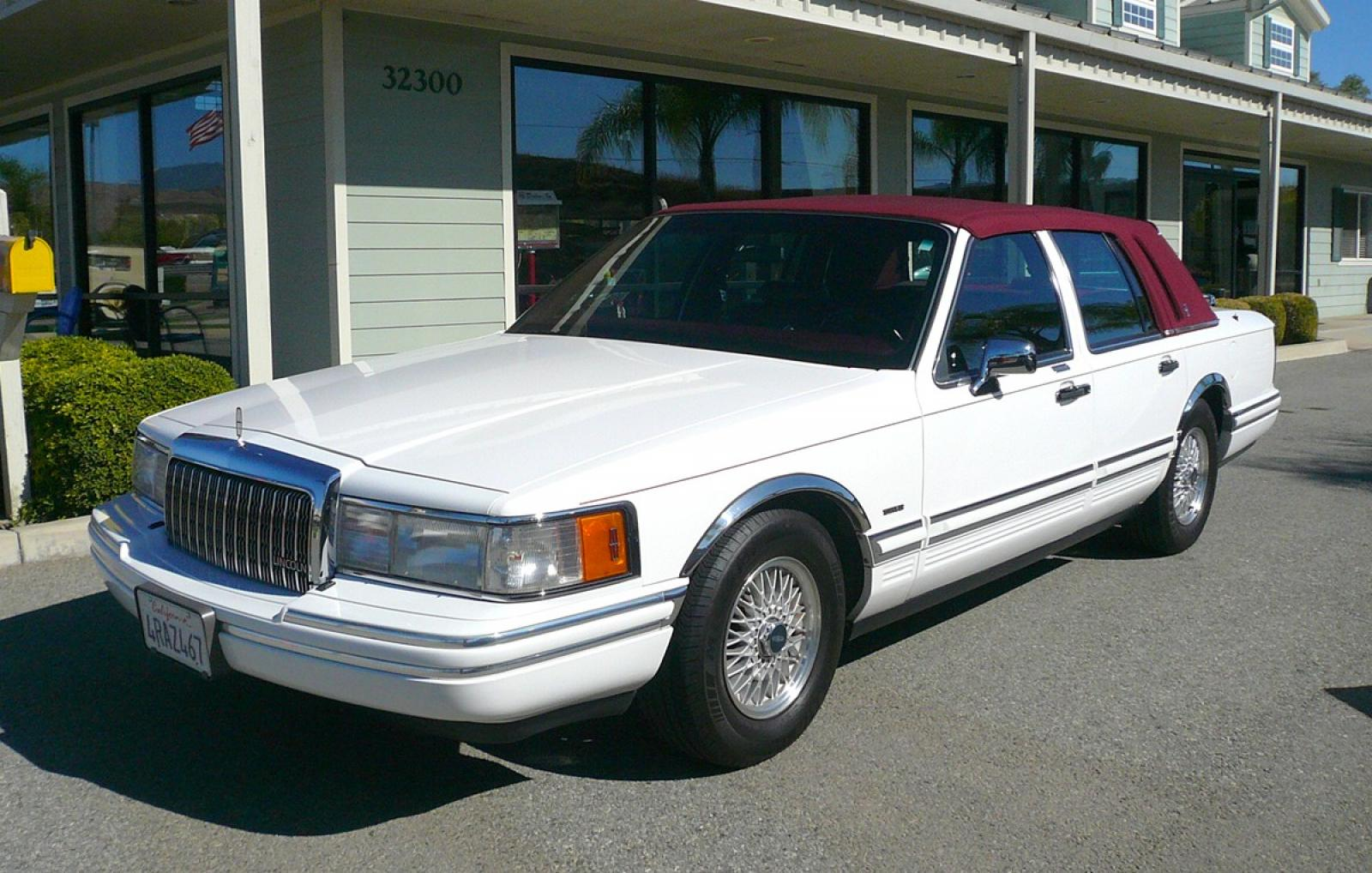 1994 Lincoln Town Car Information And Photos Zombiedrive