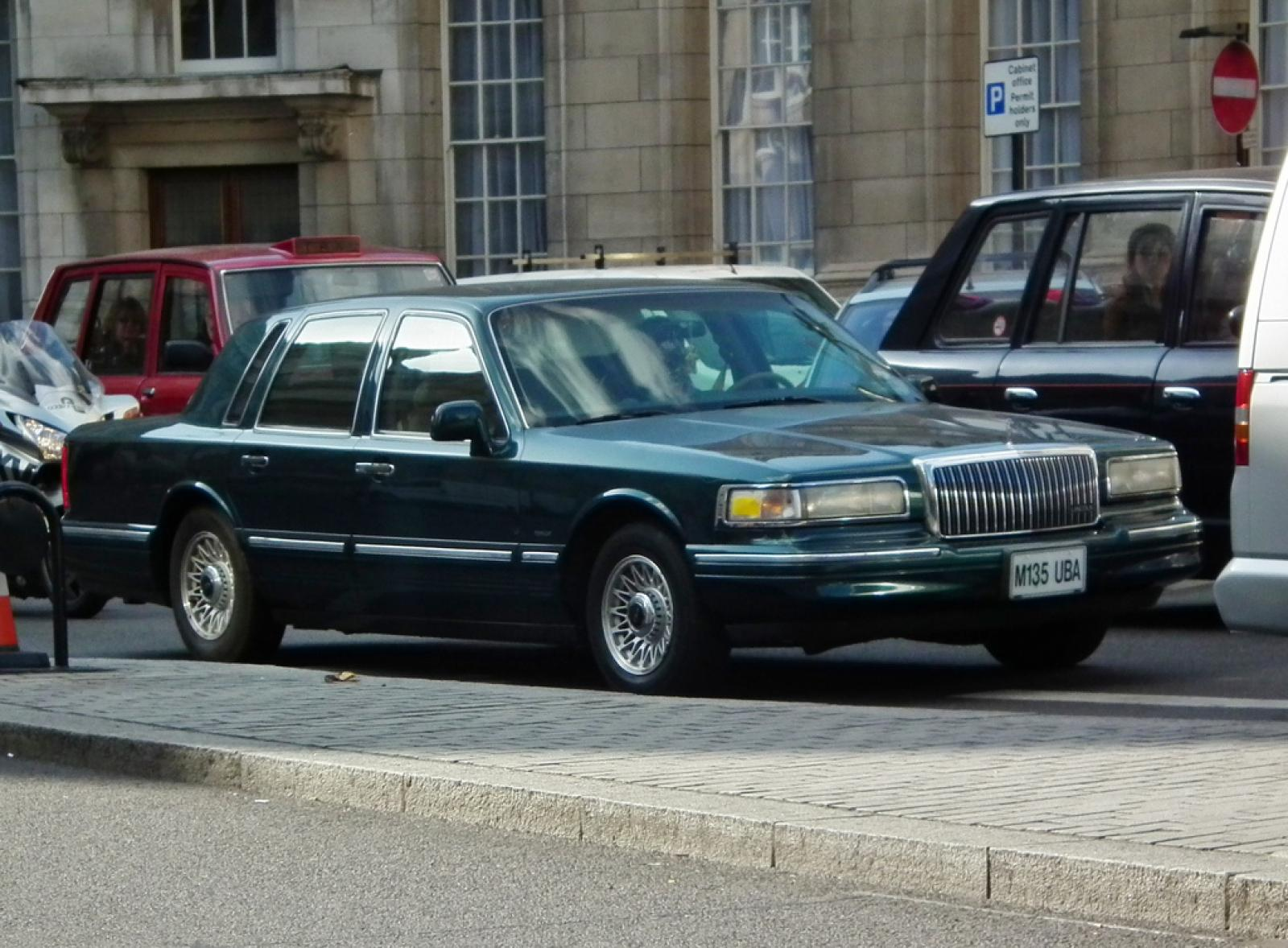 1995 Lincoln Town Car Information And Photos Zombiedrive