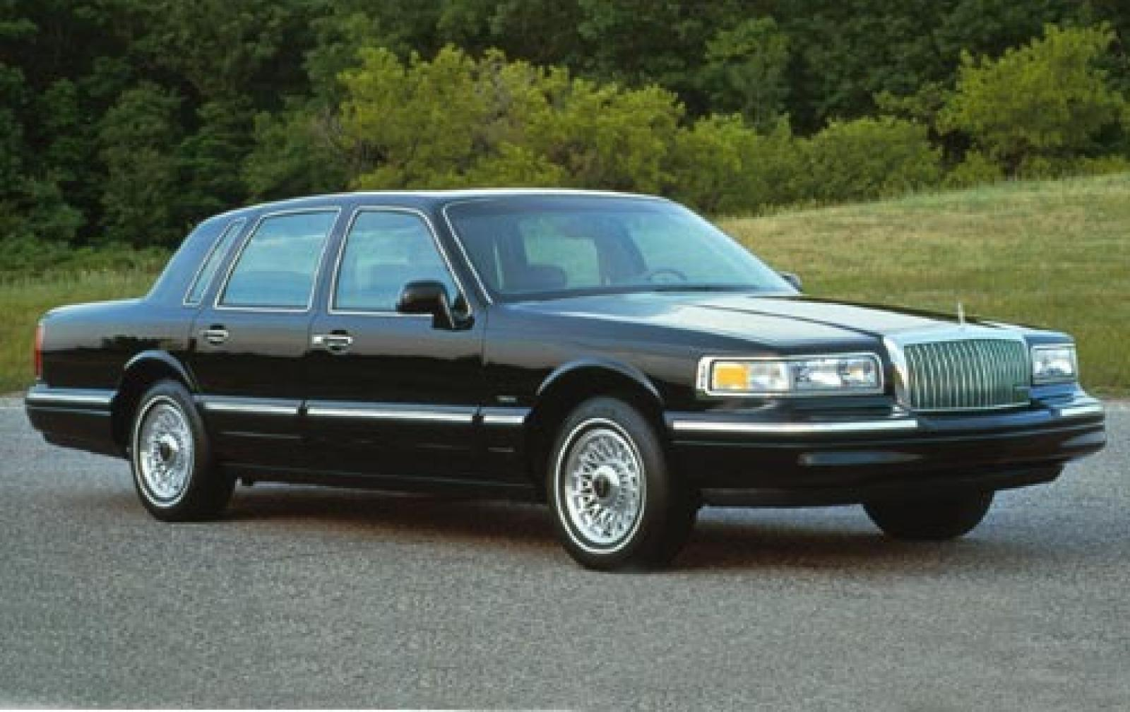 1995 lincoln town car information and photos zombiedrive. Black Bedroom Furniture Sets. Home Design Ideas