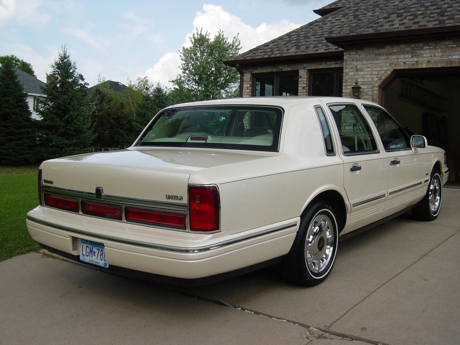 1997 Lincoln Town Car 12 800 1024 1280 1600 Origin