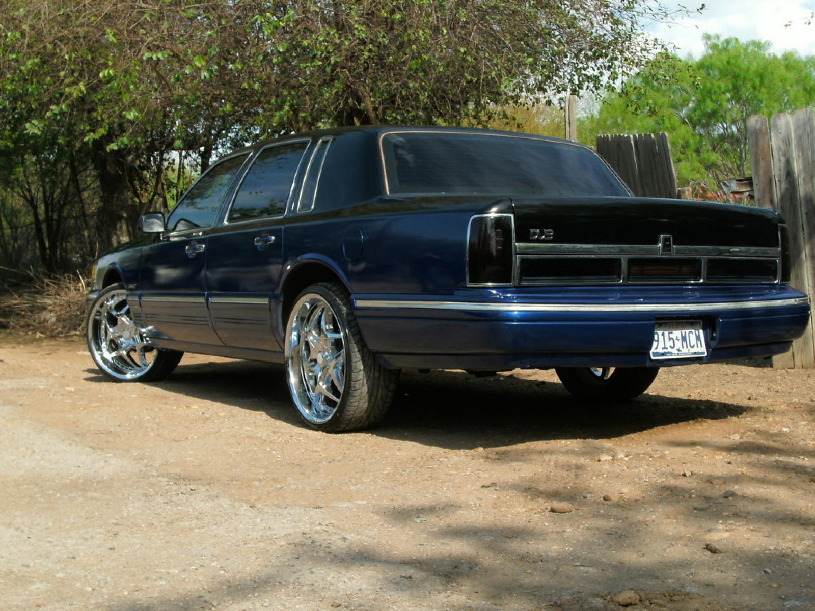 1997 Lincoln Town Car Information And Photos Zombiedrive