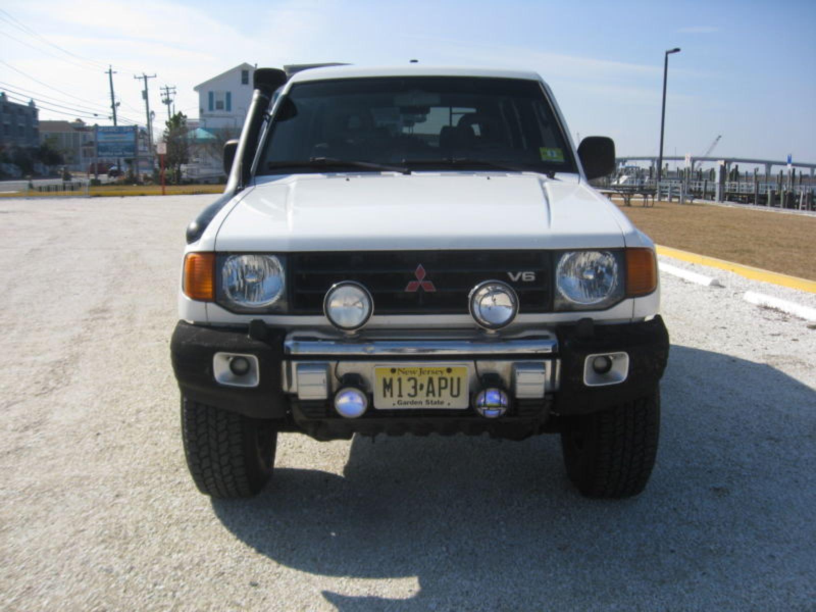 1998 Mitsubishi Montero - Information and photos - Zomb Drive