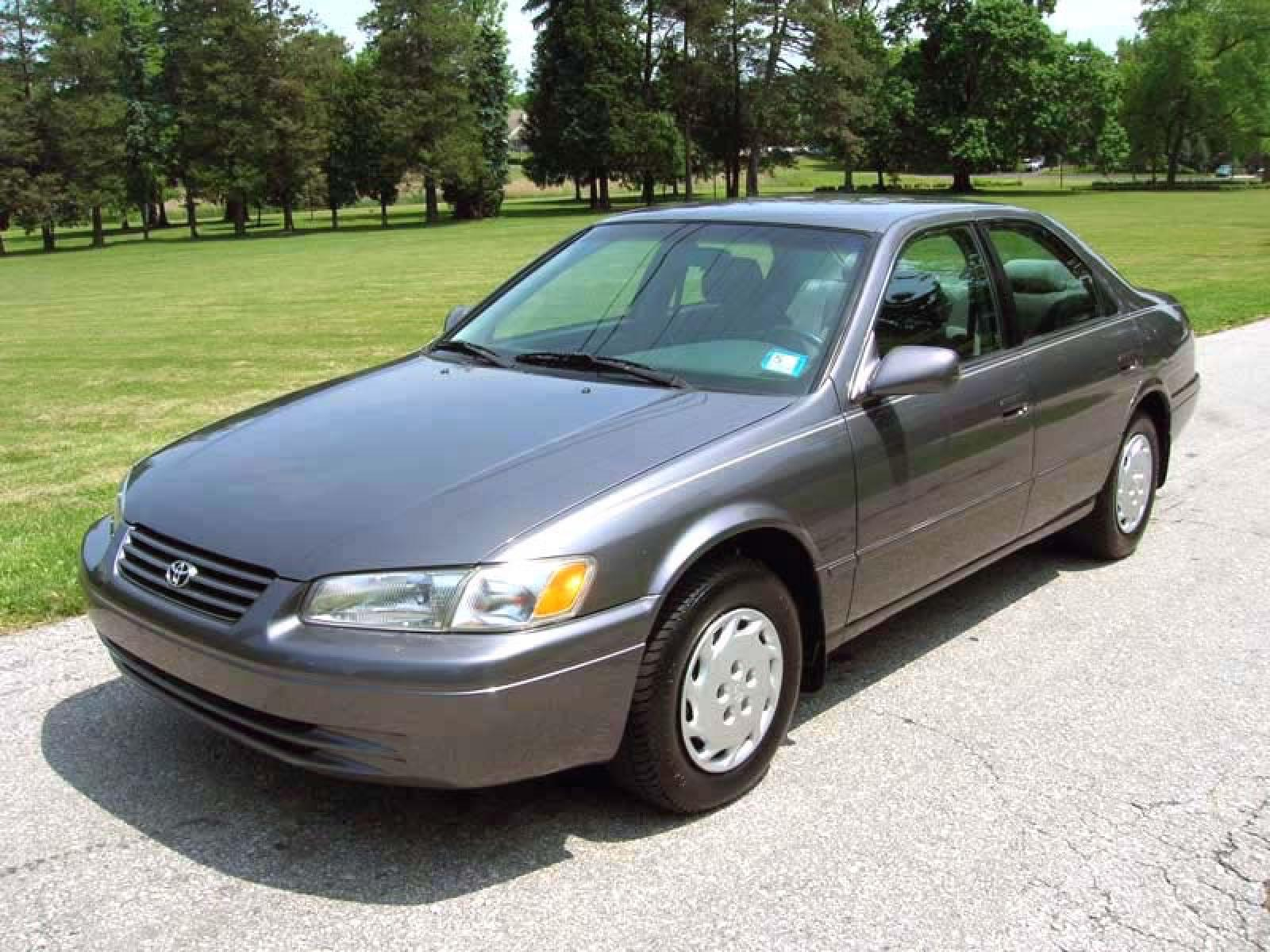 1998 Toyota Camry - Information And Photos