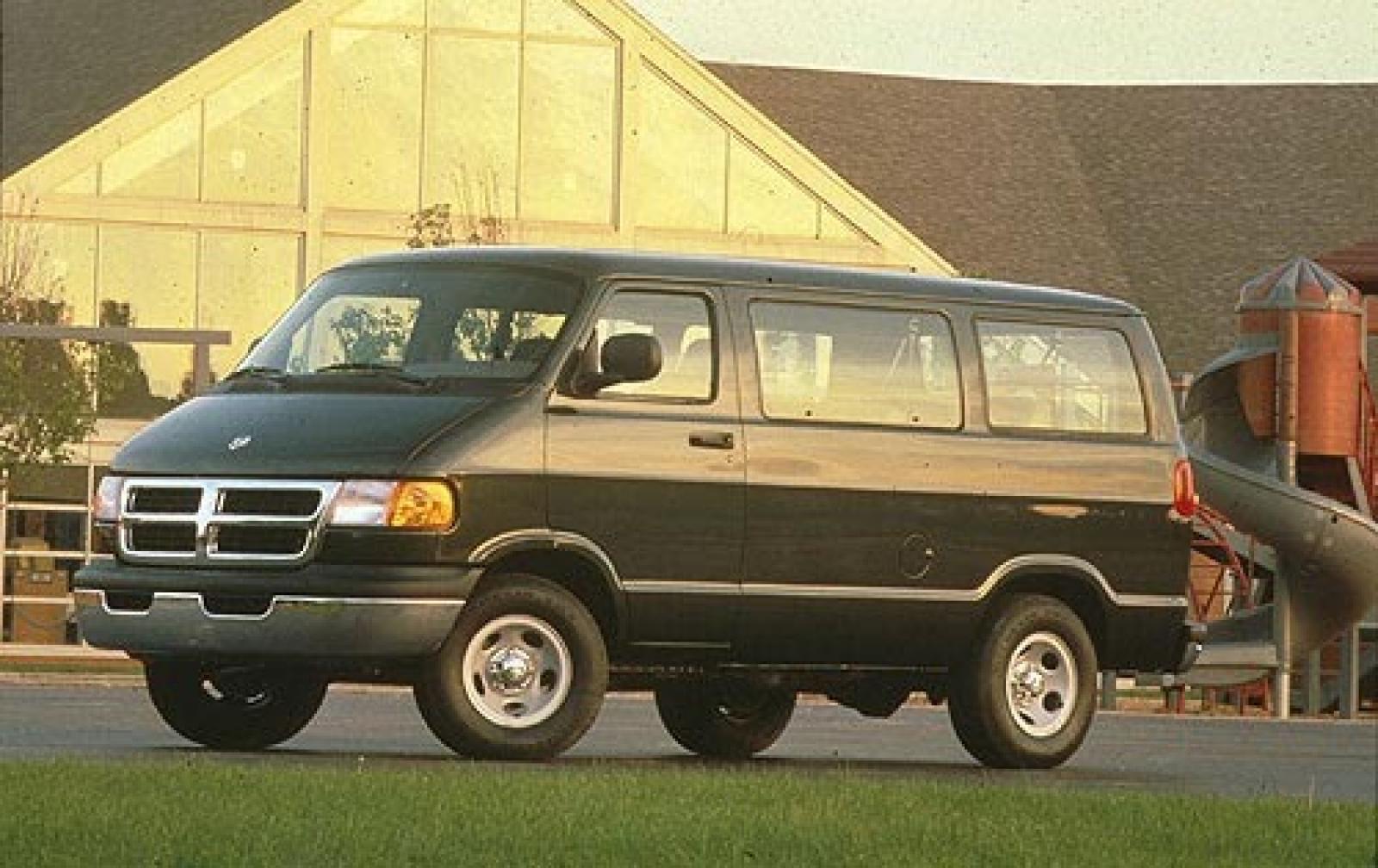 2002 Dodge Ram Wagon - Information and photos - Zomb Drive