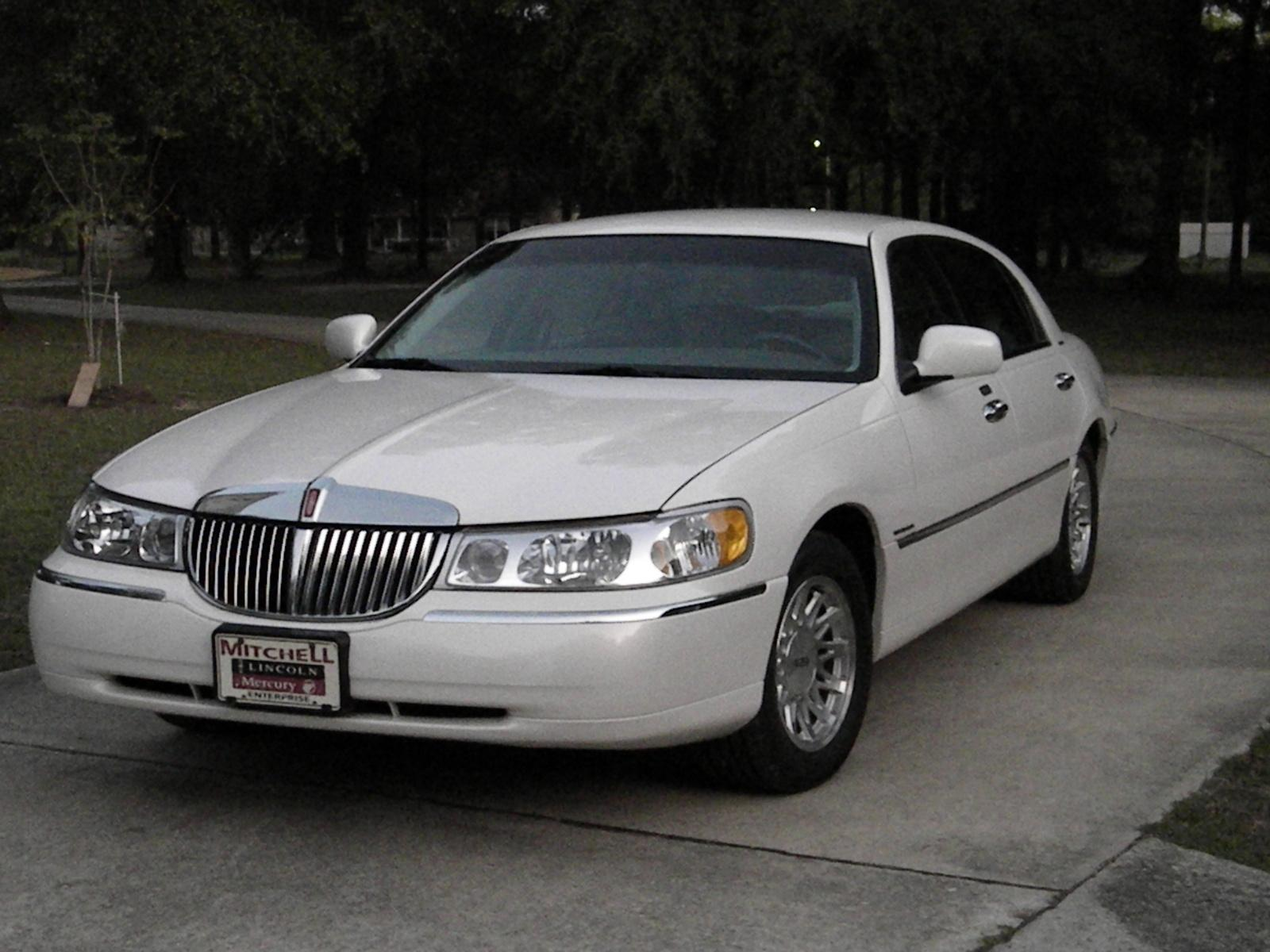 1999 lincoln town car information and photos zombiedrive. Black Bedroom Furniture Sets. Home Design Ideas
