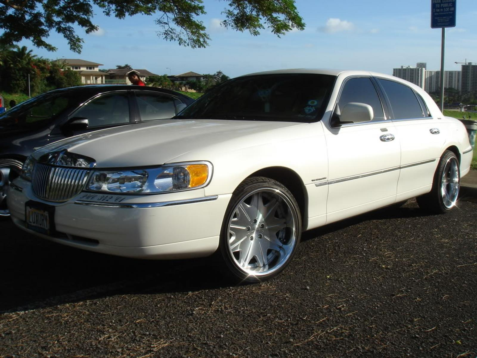 2000 Lincoln Town Car Information And Photos Zombiedrive