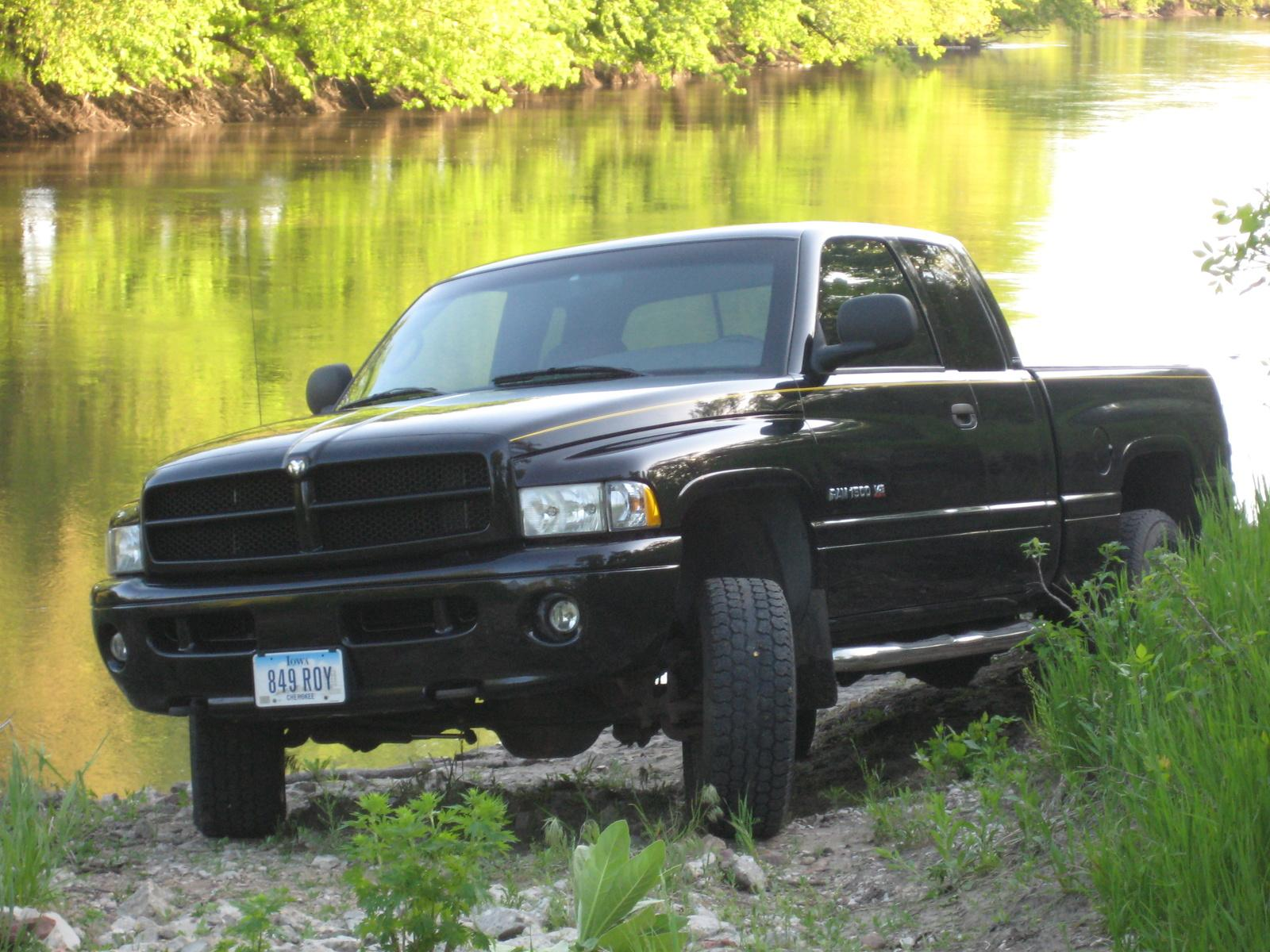2001 dodge ram pickup 1500 information and photos. Black Bedroom Furniture Sets. Home Design Ideas