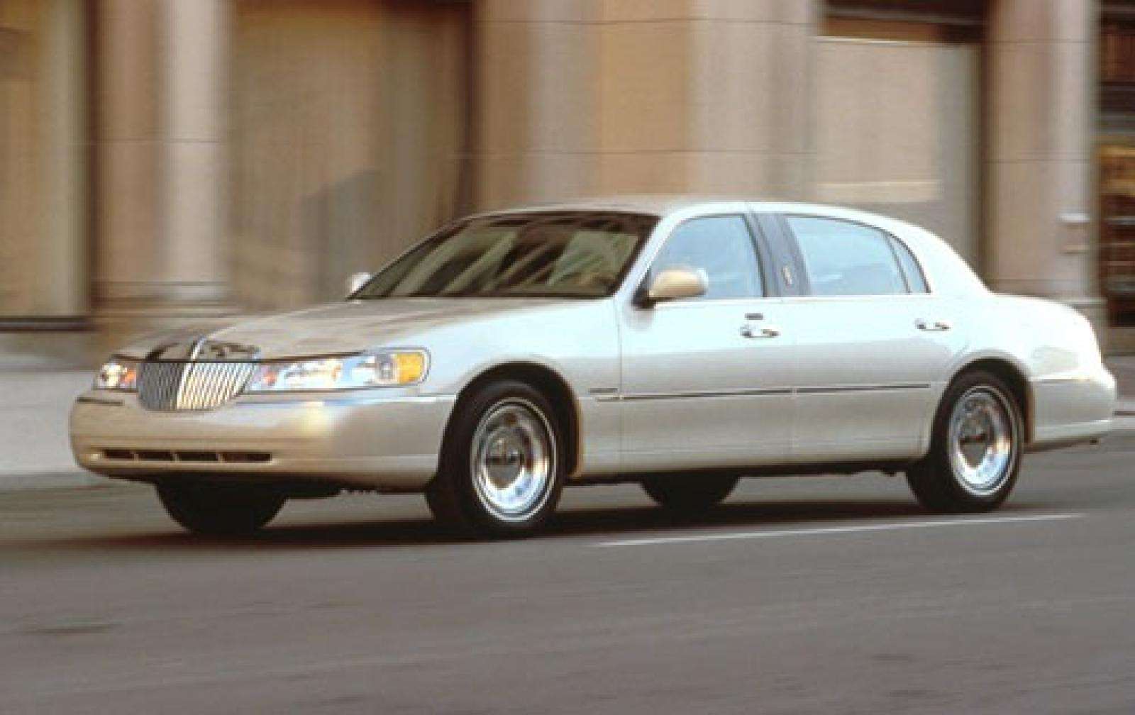 2002 Lincoln Town Car Information And Photos Zombiedrive