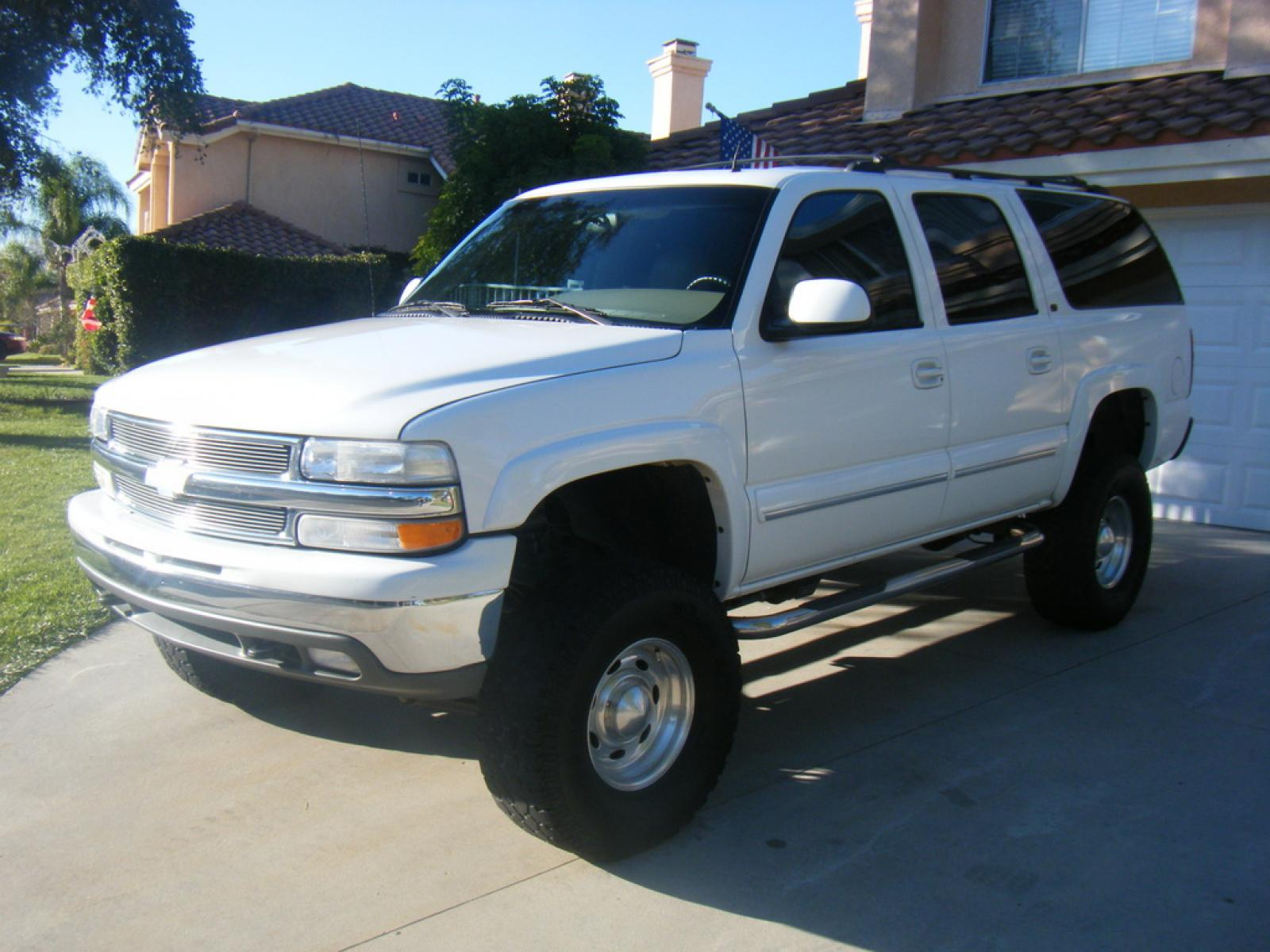 2002 Chevrolet Suburban Information and photos ZombieDrive