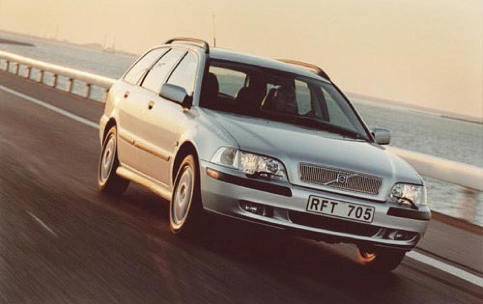 2004 Volvo V40 Information And Photos Zombiedrive 2001 V4 0 Engine 2002 4dr Wagon Interior 4 800 1024 1280 1600 Origin