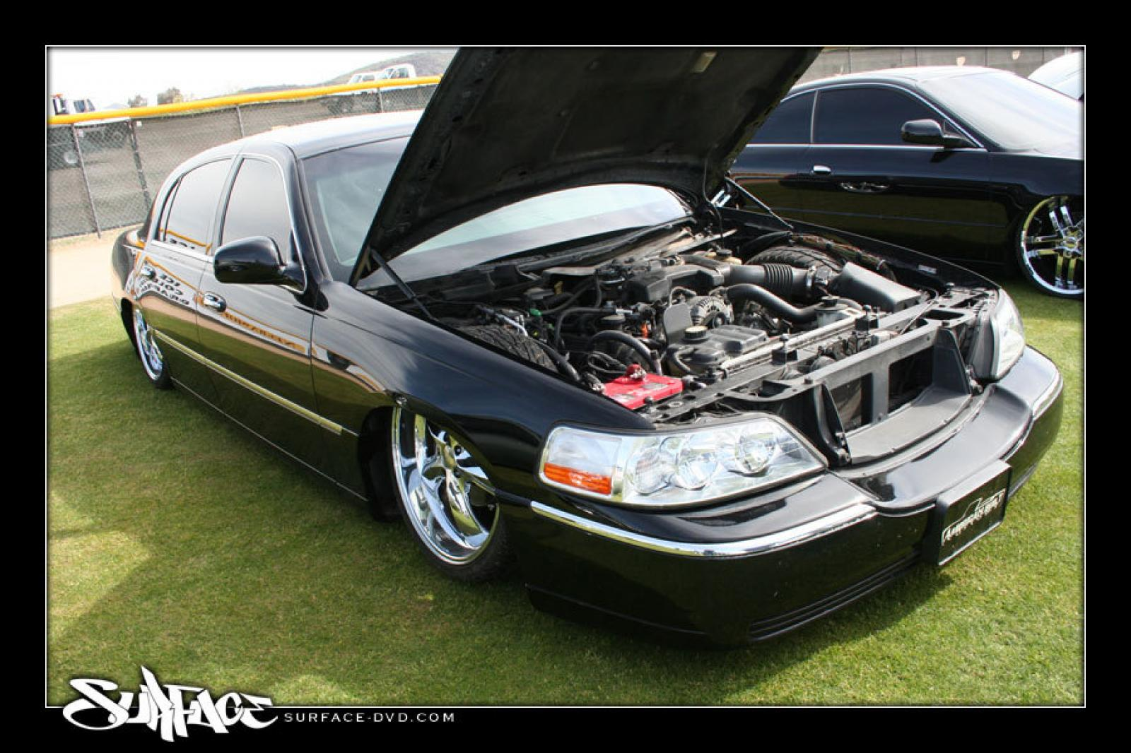 2003 Lincoln Town Car Information And Photos Zombiedrive