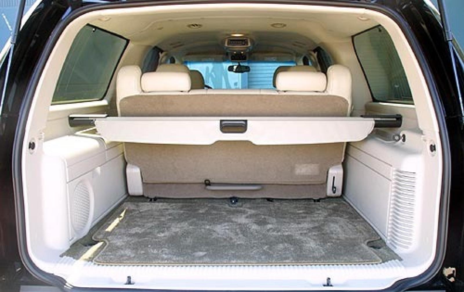 2004 Cadillac Escalade ESV - Information and photos - Zomb Drive