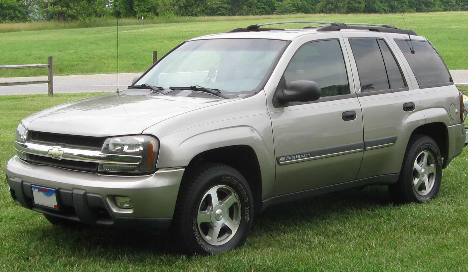 2004 chevrolet trailblazer information and photos zombiedrive 2006 chevy  trailblazer rear fuse box 2004 chevrolet trailblazer