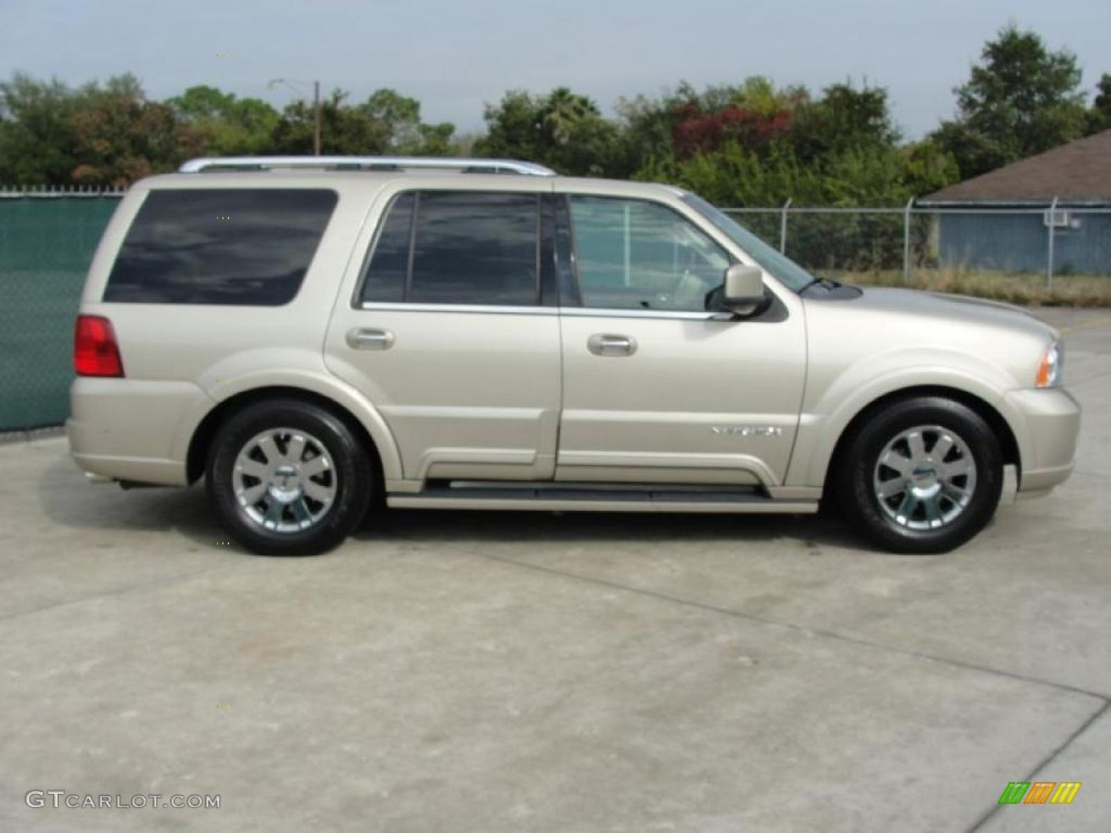 2004 Lincoln Navigator Information And Photos Zombiedrive