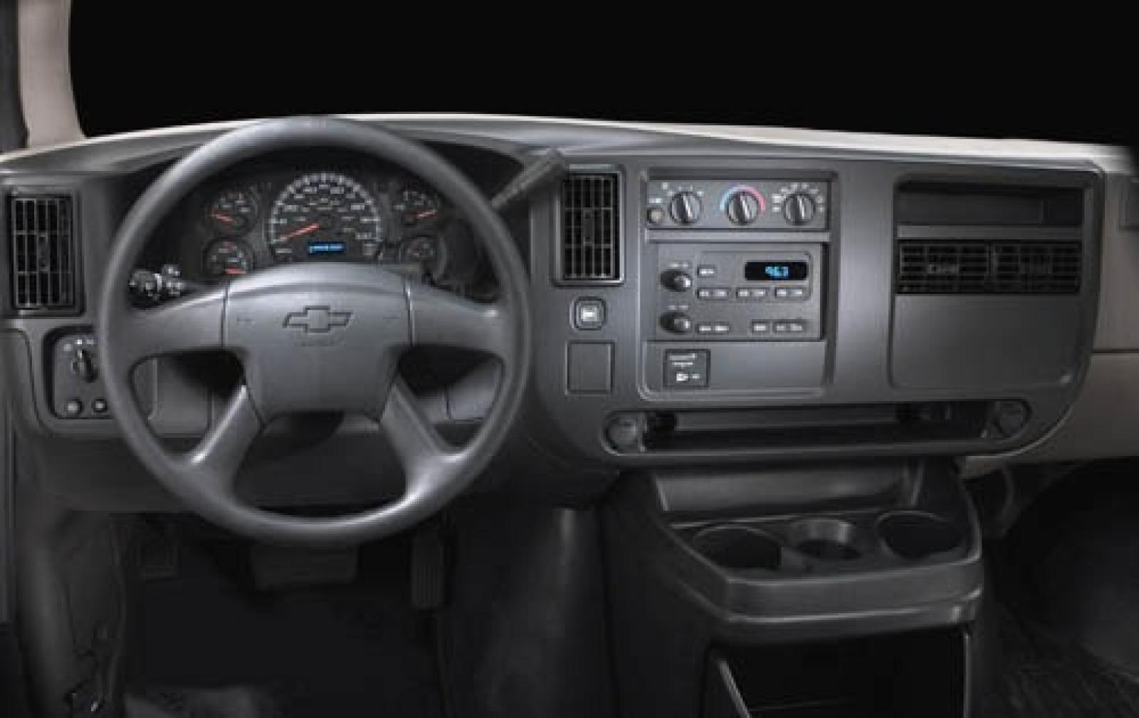 2005 chevrolet express information and photos zombiedrive