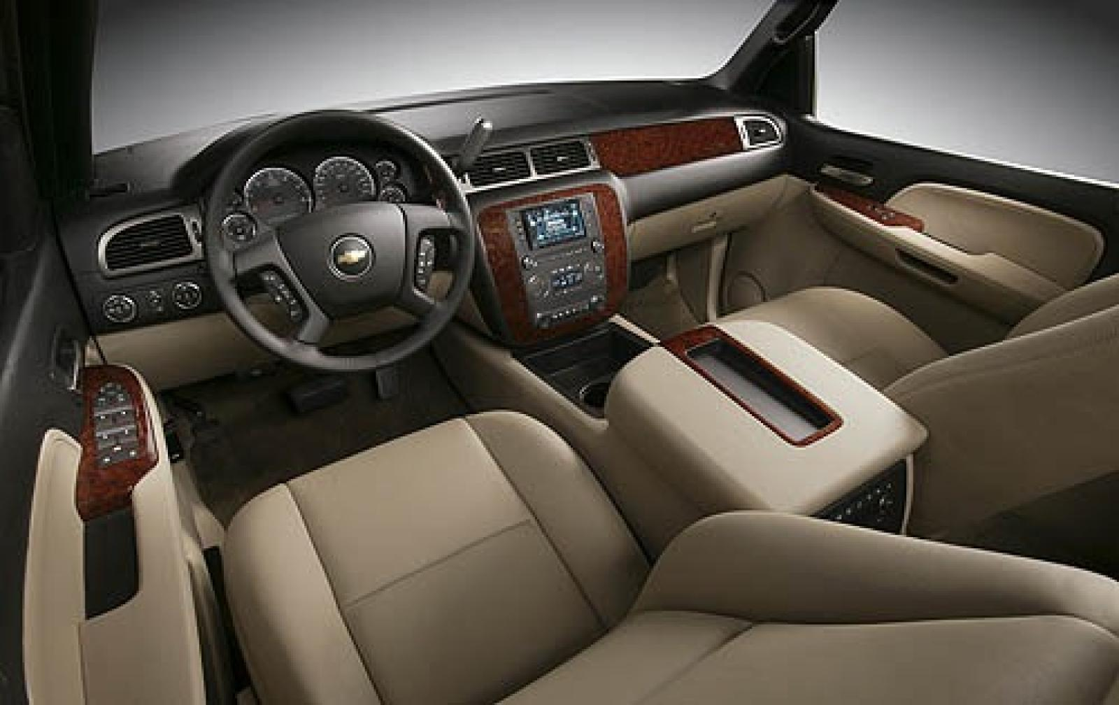 chevrolet suburban l interior 7 800 1024 1280 1600 origin