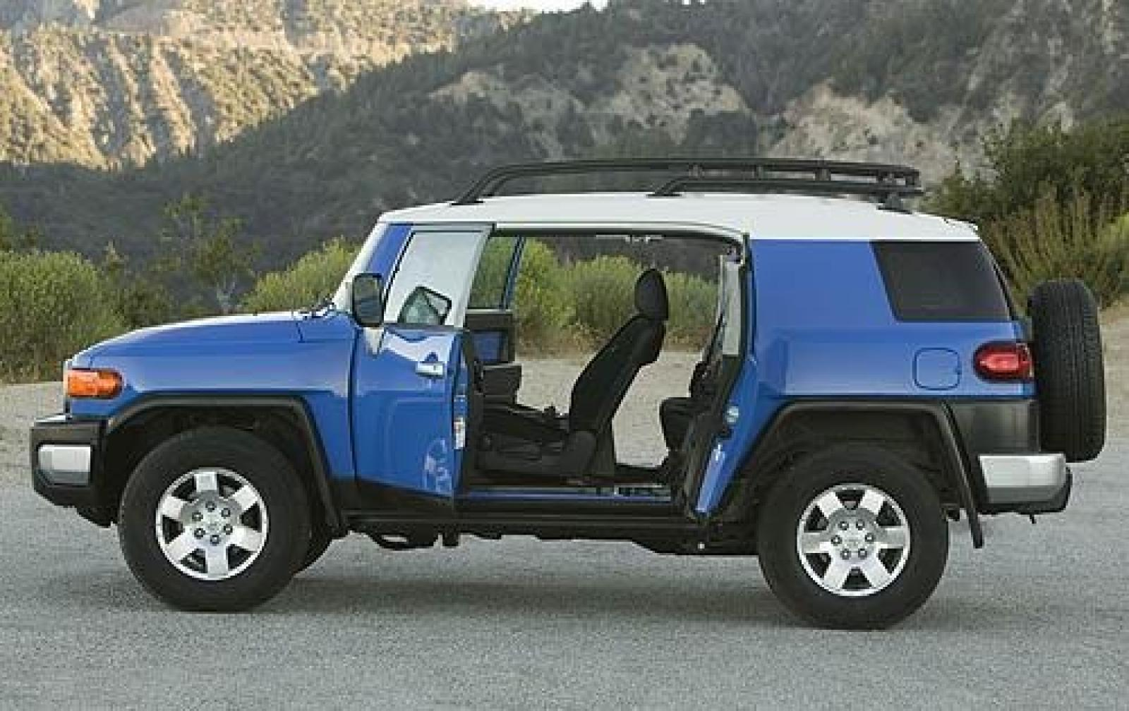 2010 toyota fj cruiser information and photos zombiedrive. Black Bedroom Furniture Sets. Home Design Ideas