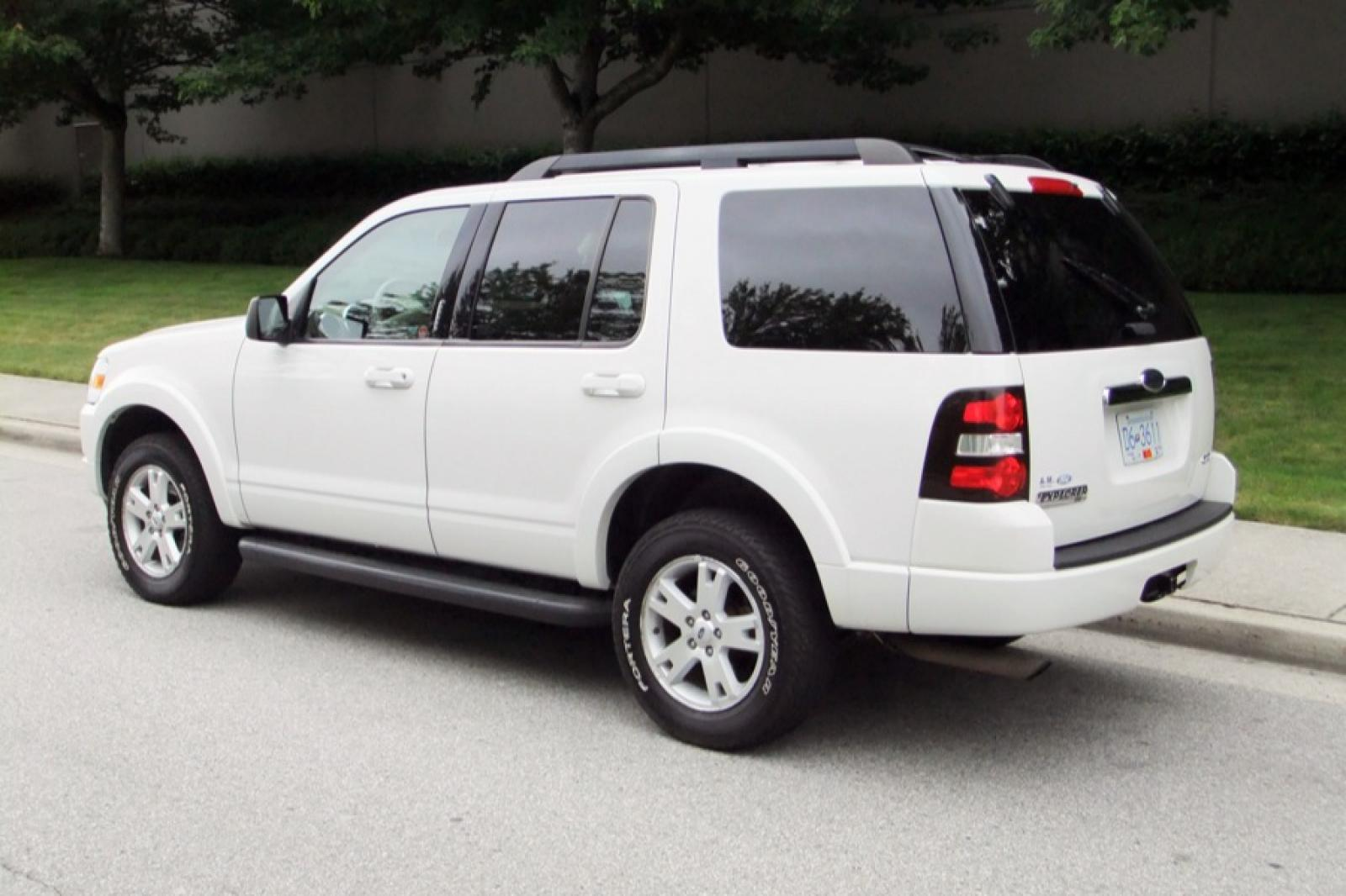2009 Ford Explorer Information And Photos Zombiedrive