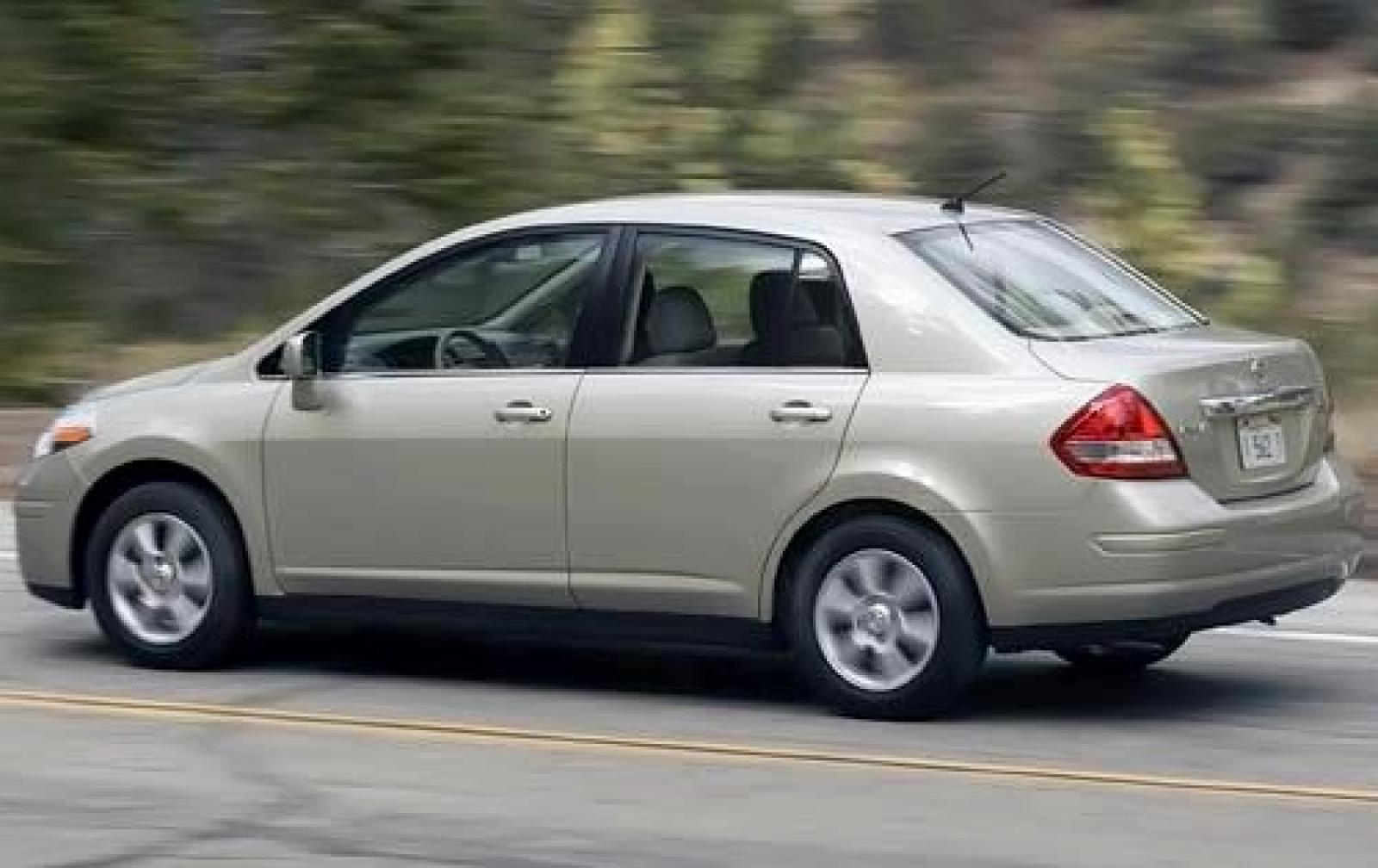 2009 nissan versa information and photos zombiedrive. Black Bedroom Furniture Sets. Home Design Ideas
