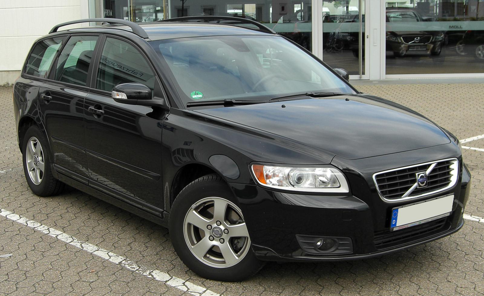 2010 Volvo V50 - Information and photos - ZombieDrive