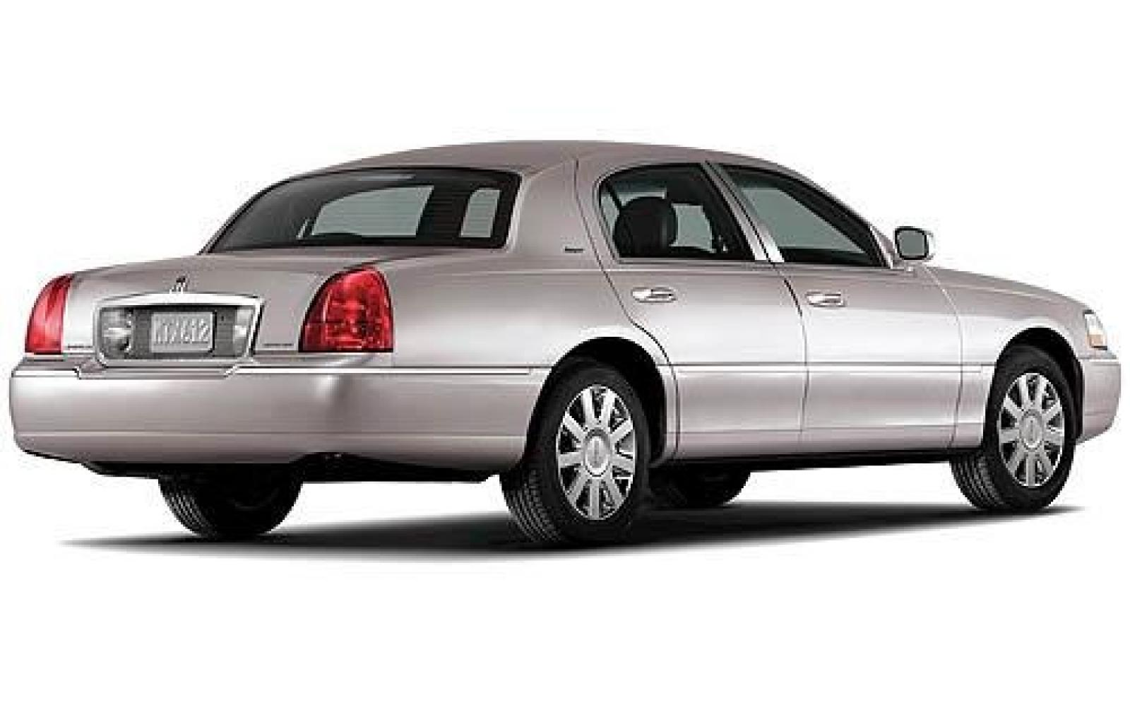 2011 Lincoln Town Car 1600px Image 2