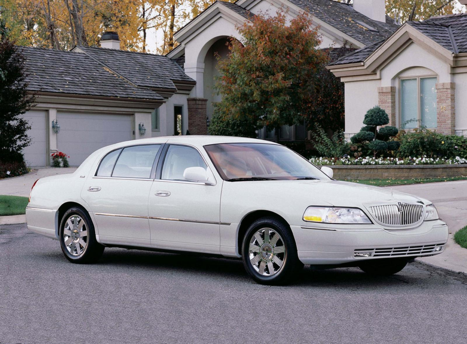2011 lincoln town car information and photos zombiedrive. Black Bedroom Furniture Sets. Home Design Ideas