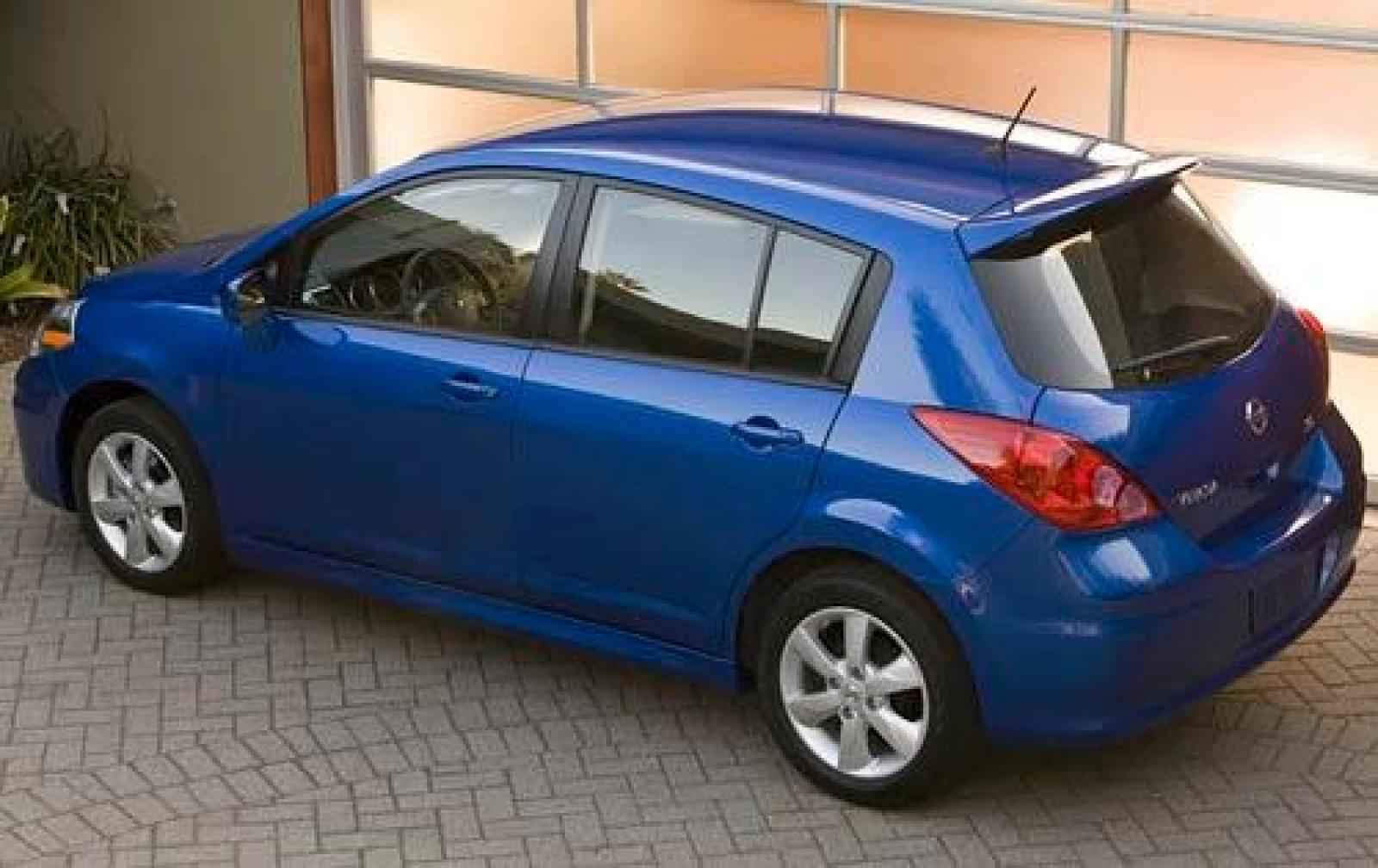 2011 nissan versa information and photos zombiedrive. Black Bedroom Furniture Sets. Home Design Ideas