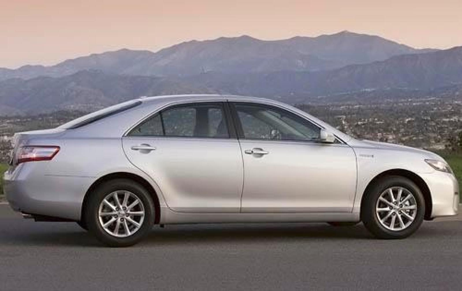 2011 Toyota Camry Hybrid - Information and photos ...