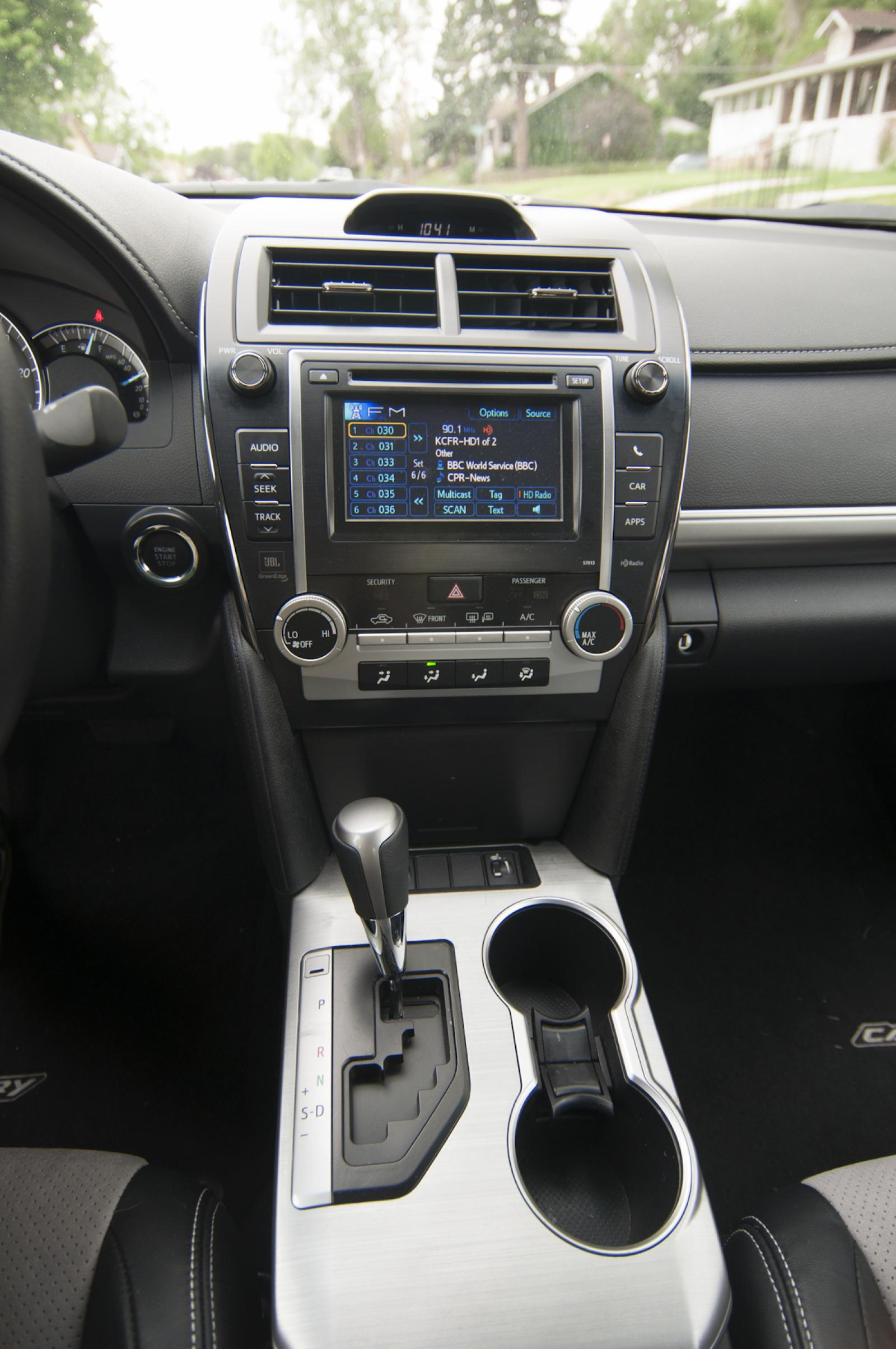 2012 toyota camry se features