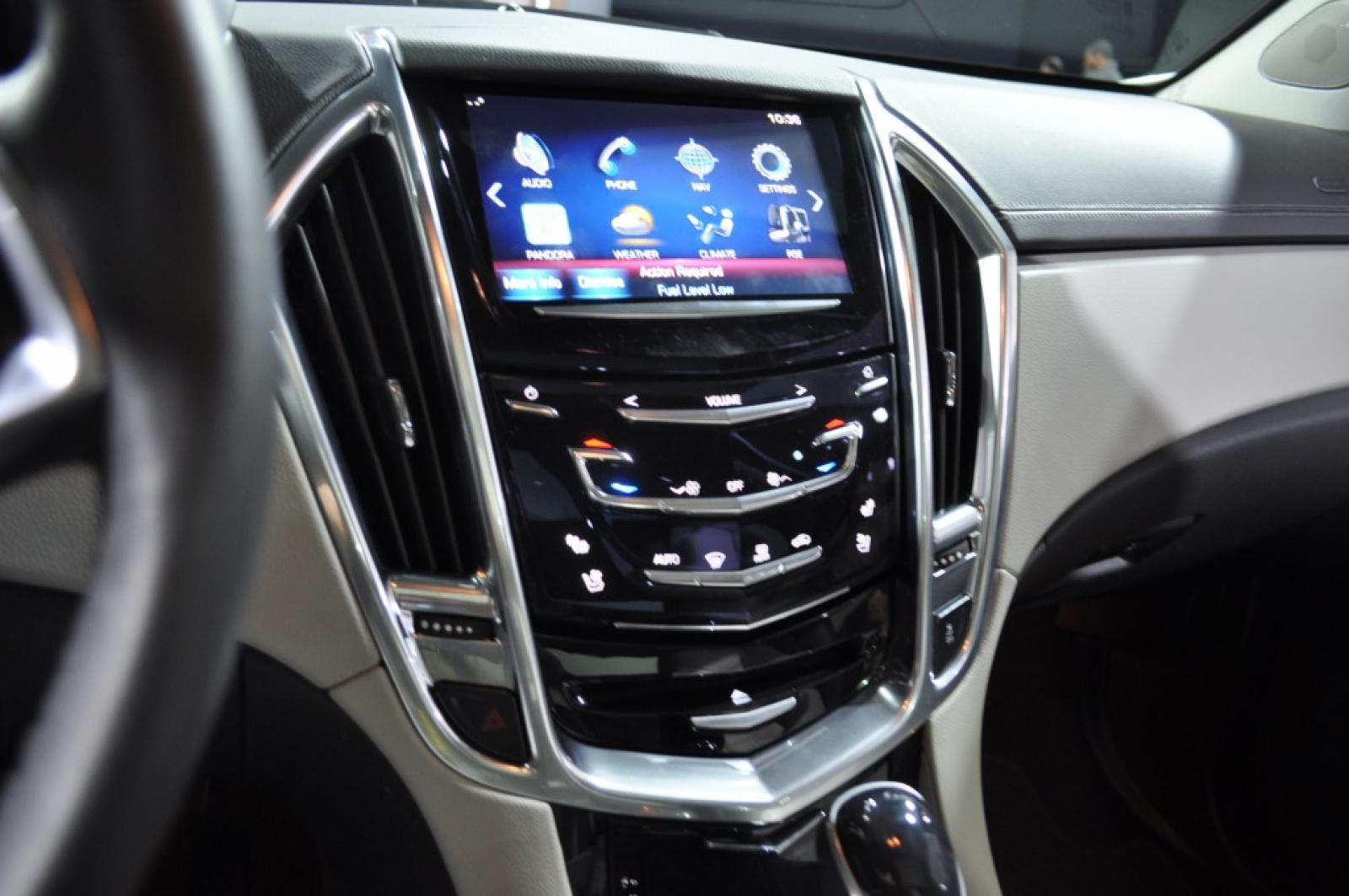 srx loaded cam low pano cadillac miles used nav back up roof detail bose